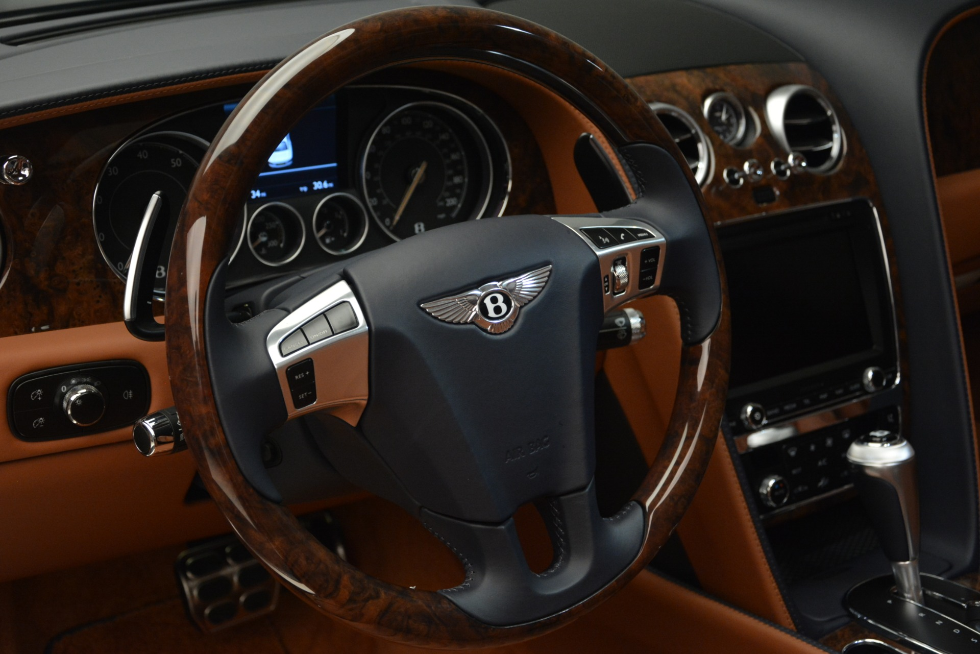 New 2018 Bentley Flying Spur V8 For Sale In Greenwich, CT 2601_p23