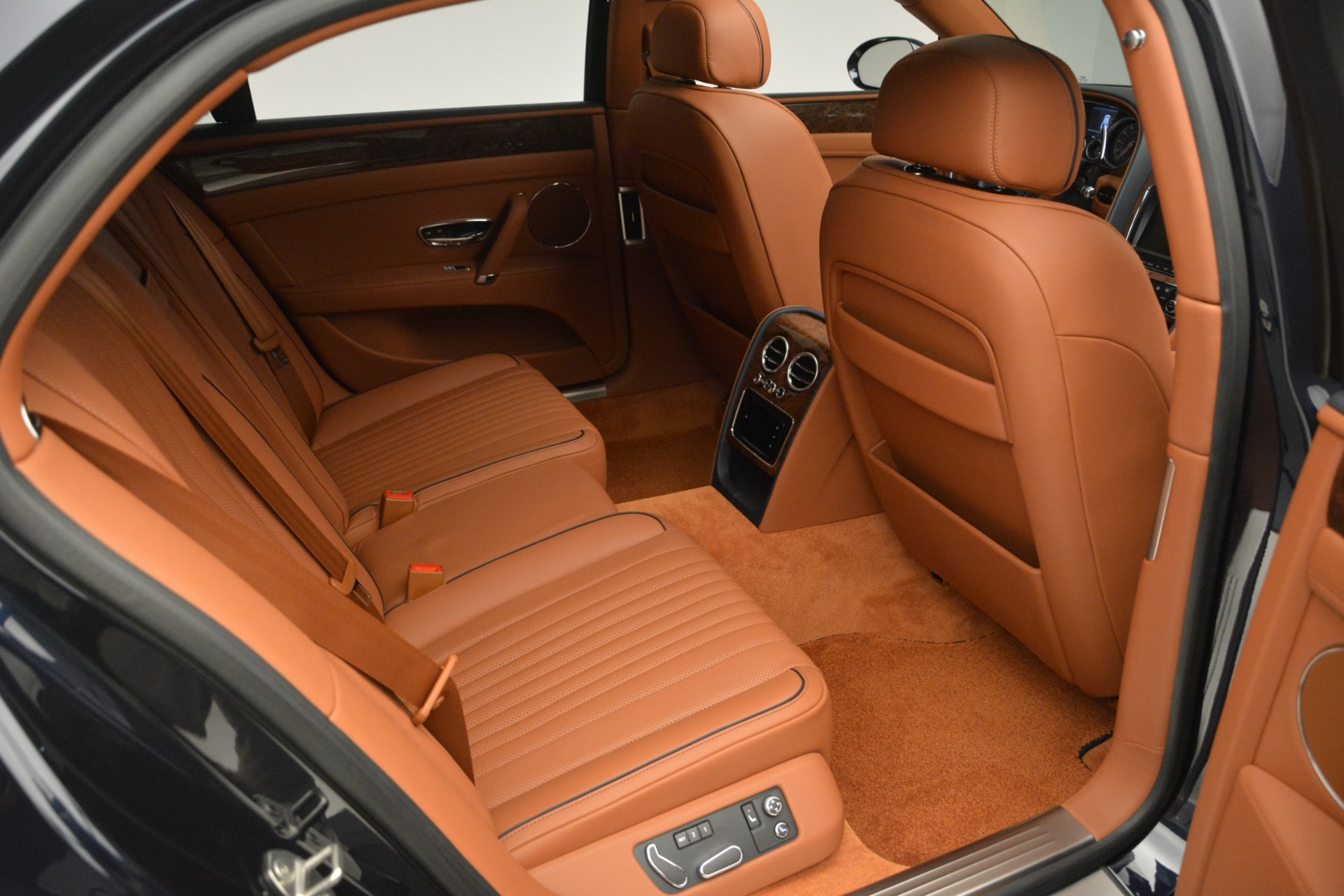 New 2018 Bentley Flying Spur V8 For Sale In Greenwich, CT 2601_p31