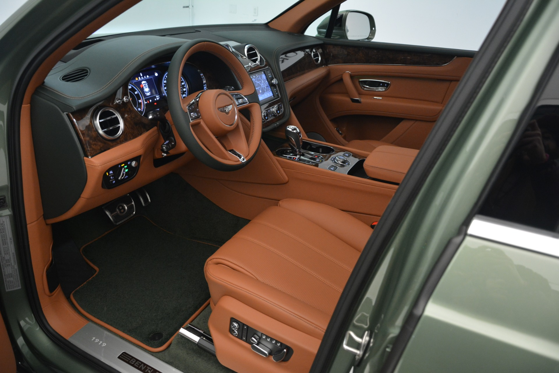 New 2019 Bentley Bentayga V8 For Sale In Greenwich, CT 2644_p20