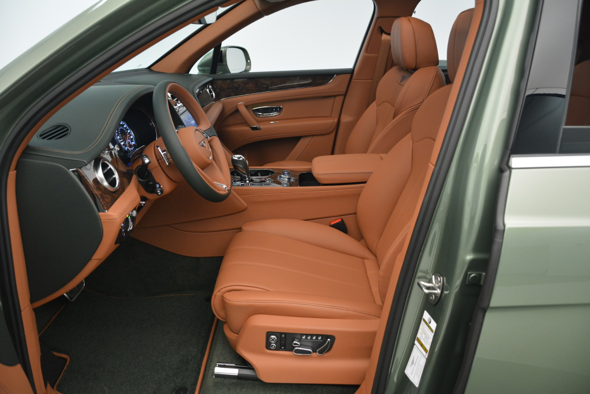 New 2019 Bentley Bentayga V8 For Sale In Greenwich, CT 2644_p21