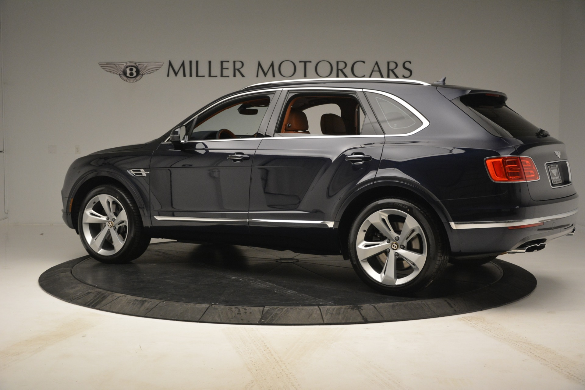 New 2019 Bentley Bentayga V8 For Sale In Greenwich, CT 2672_p4