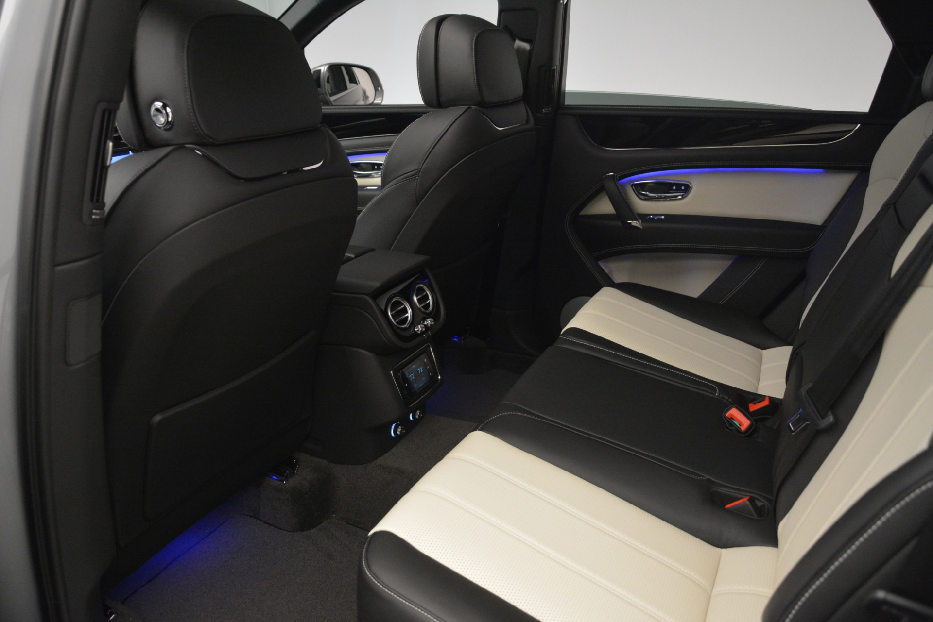 New 2019 Bentley Bentayga V8 For Sale In Greenwich, CT 2674_p25