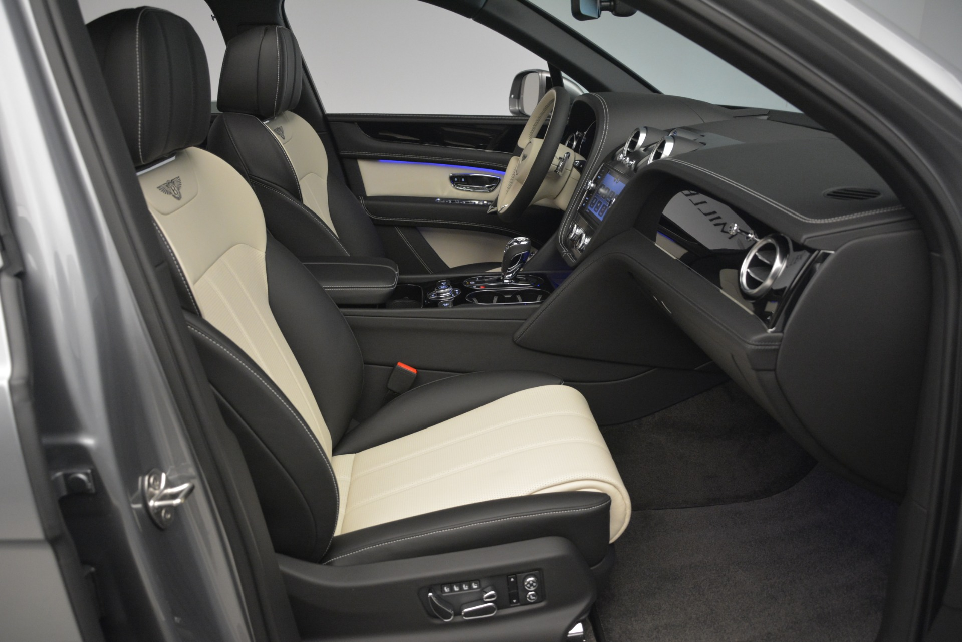 New 2019 Bentley Bentayga V8 For Sale In Greenwich, CT 2674_p28