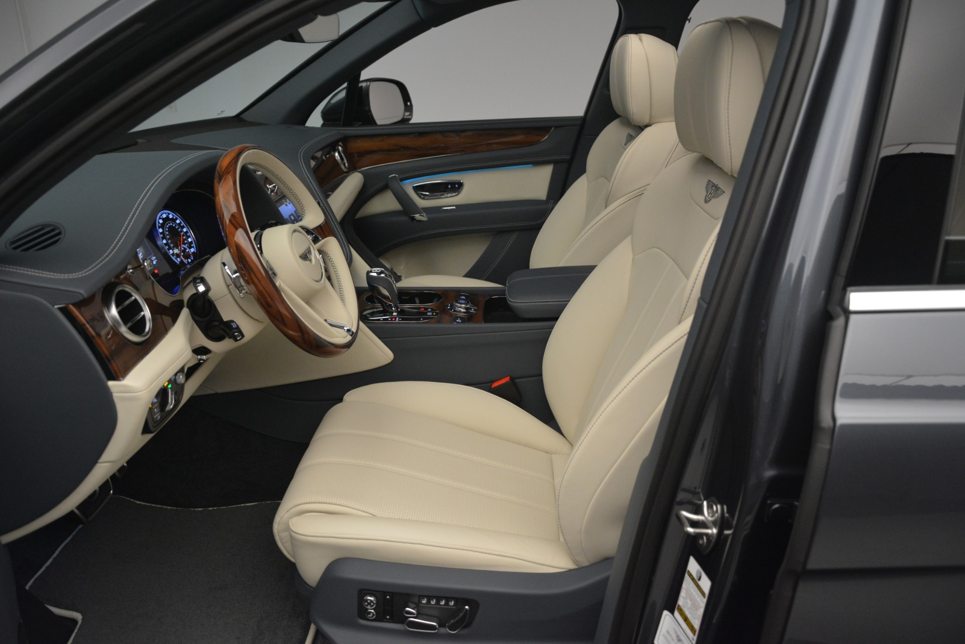 New 2019 Bentley Bentayga V8 For Sale In Greenwich, CT 2676_p20