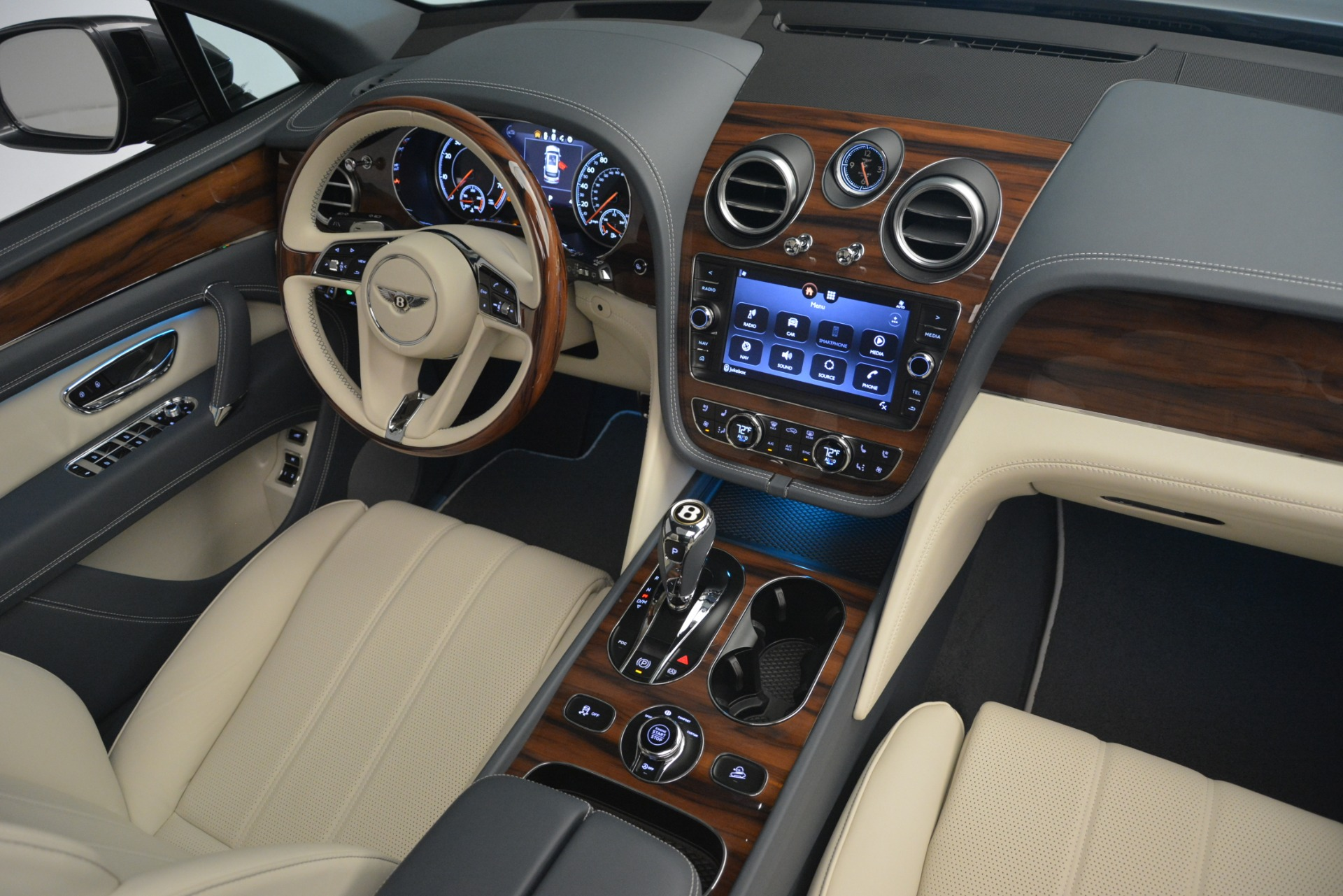New 2019 Bentley Bentayga V8 For Sale In Greenwich, CT 2676_p31