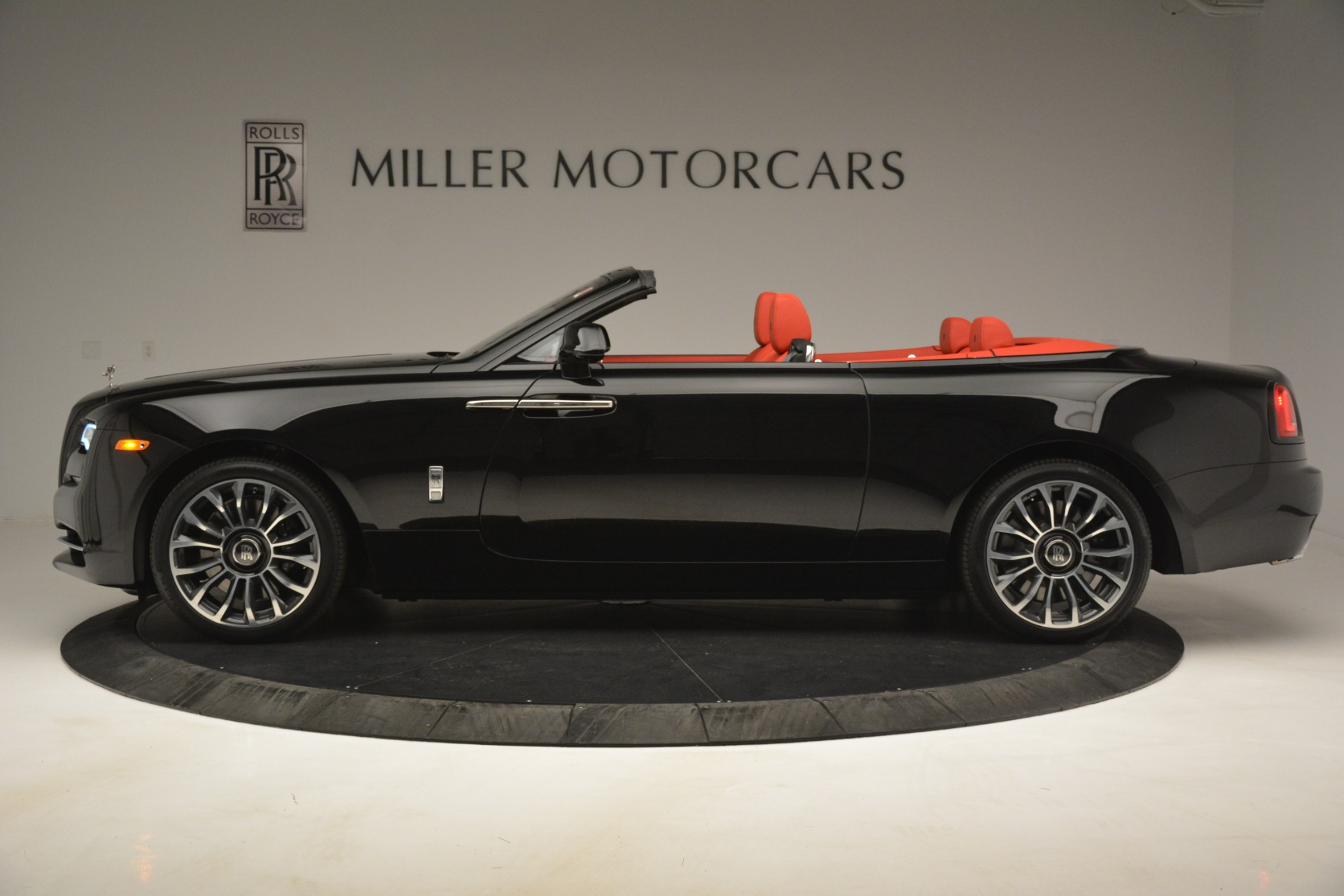 New 2019 Rolls-Royce Dawn  For Sale In Greenwich, CT 2681_p4