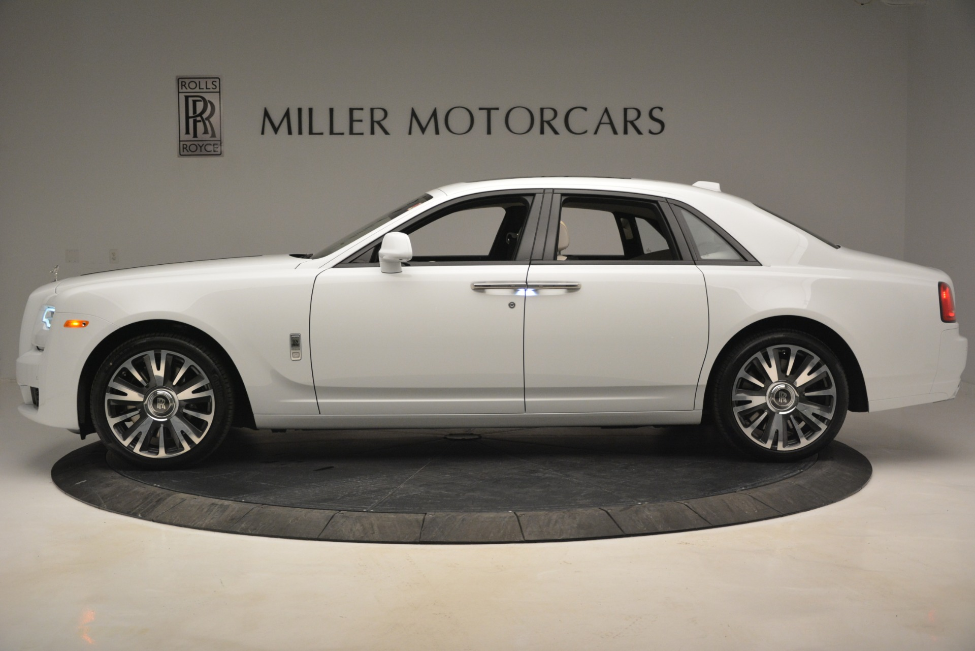 New 2019 Rolls-Royce Ghost  For Sale In Greenwich, CT 2690_p3