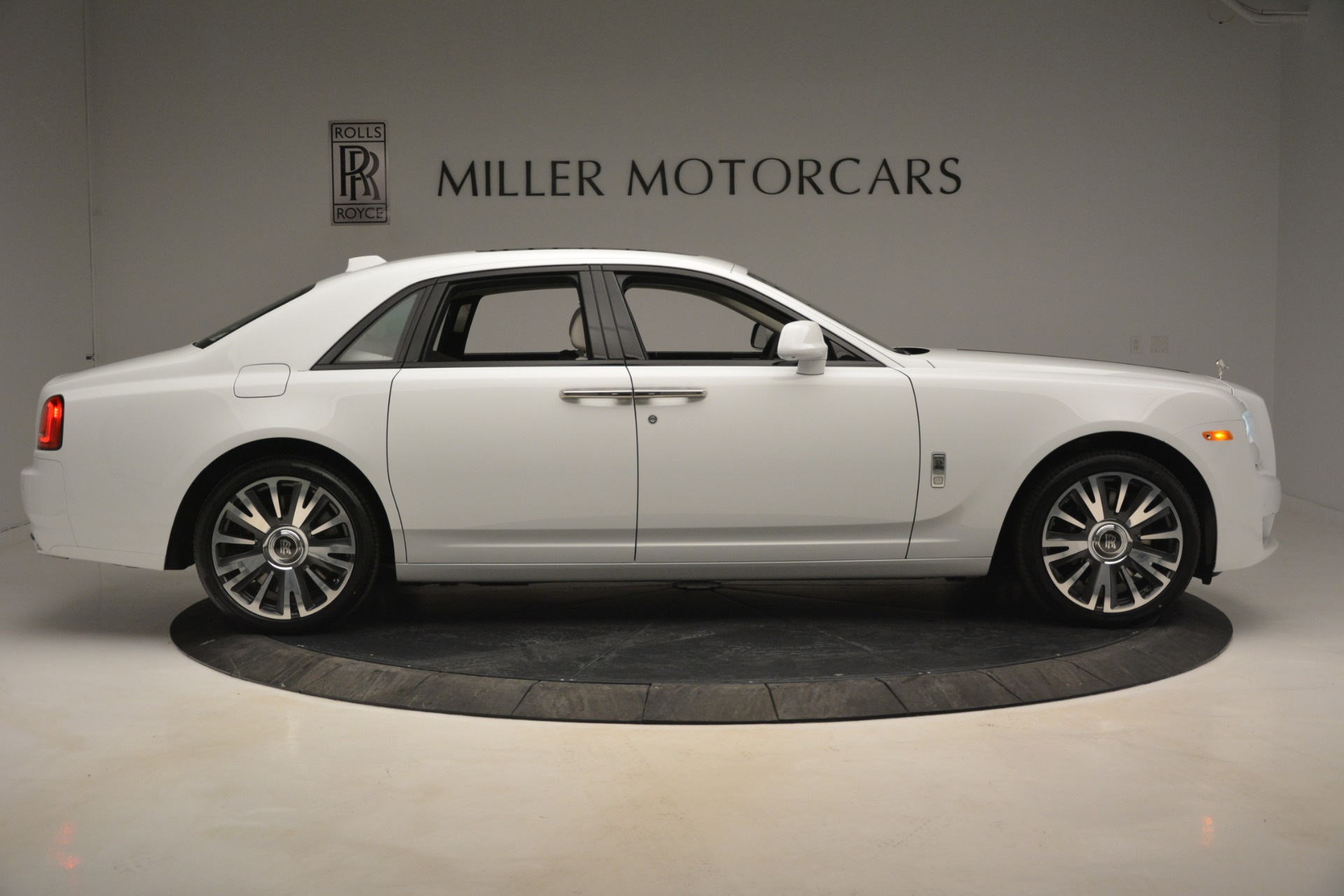 New 2019 Rolls-Royce Ghost  For Sale In Greenwich, CT 2690_p8