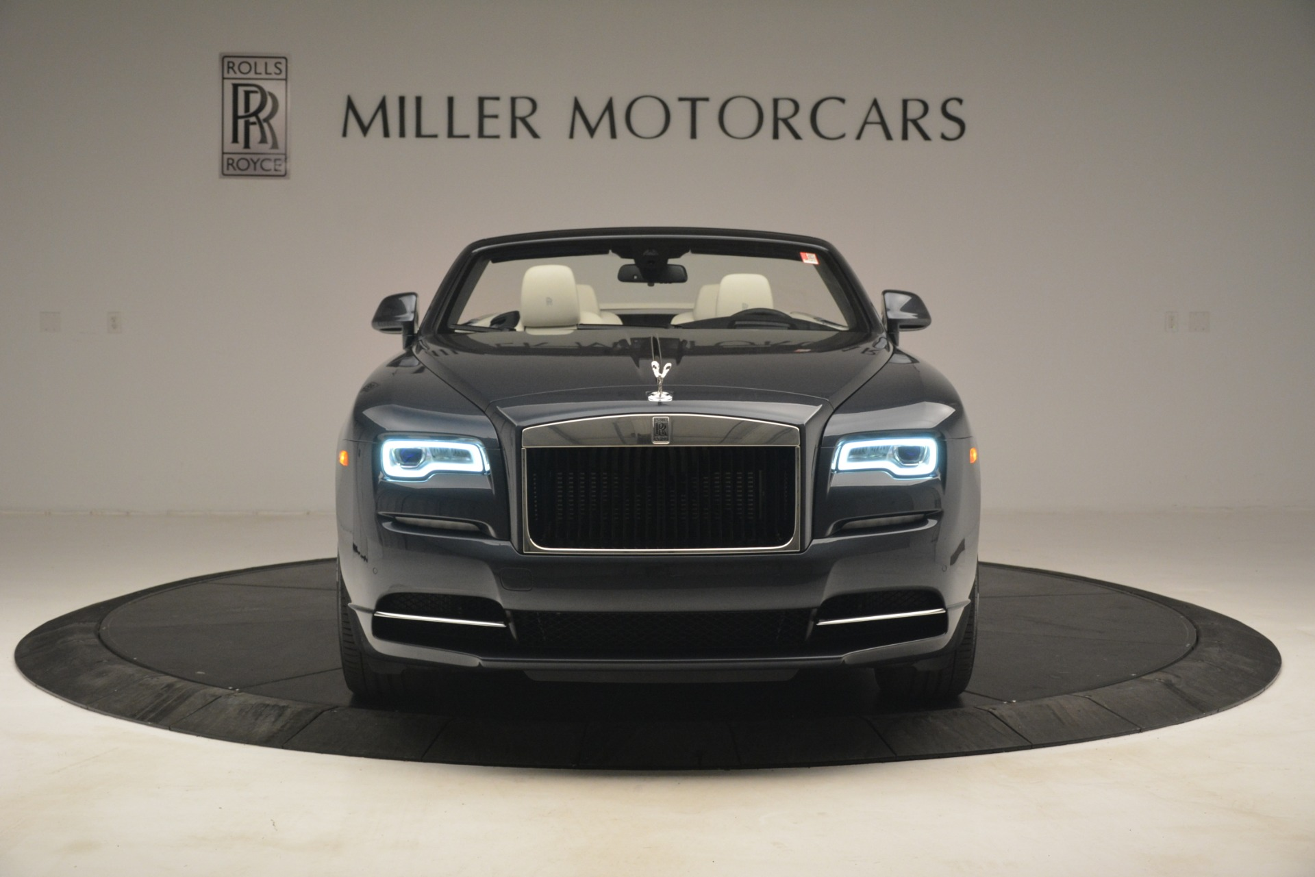 New 2019 Rolls-Royce Dawn  For Sale In Greenwich, CT 2694_p2