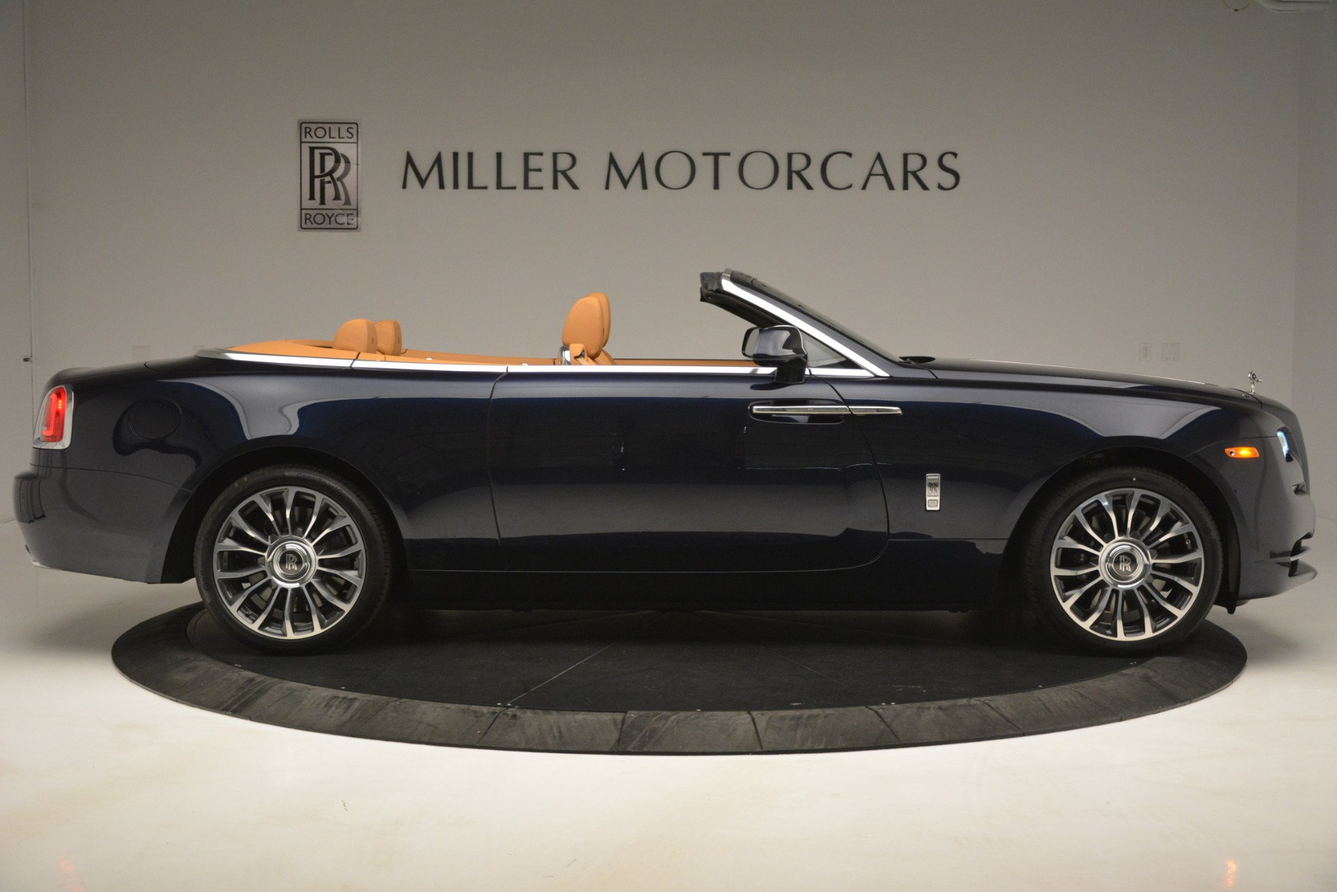 New 2019 Rolls-Royce Dawn  For Sale In Greenwich, CT 2698_p12