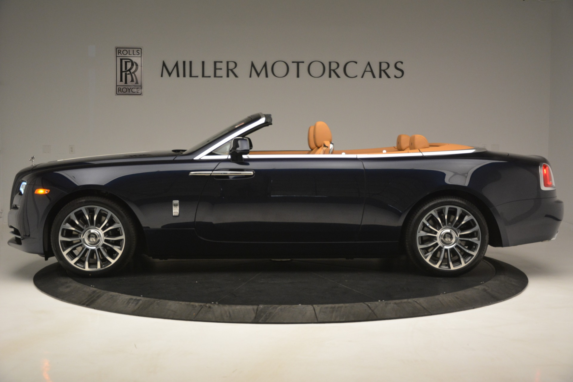 New 2019 Rolls-Royce Dawn  For Sale In Greenwich, CT 2698_p4