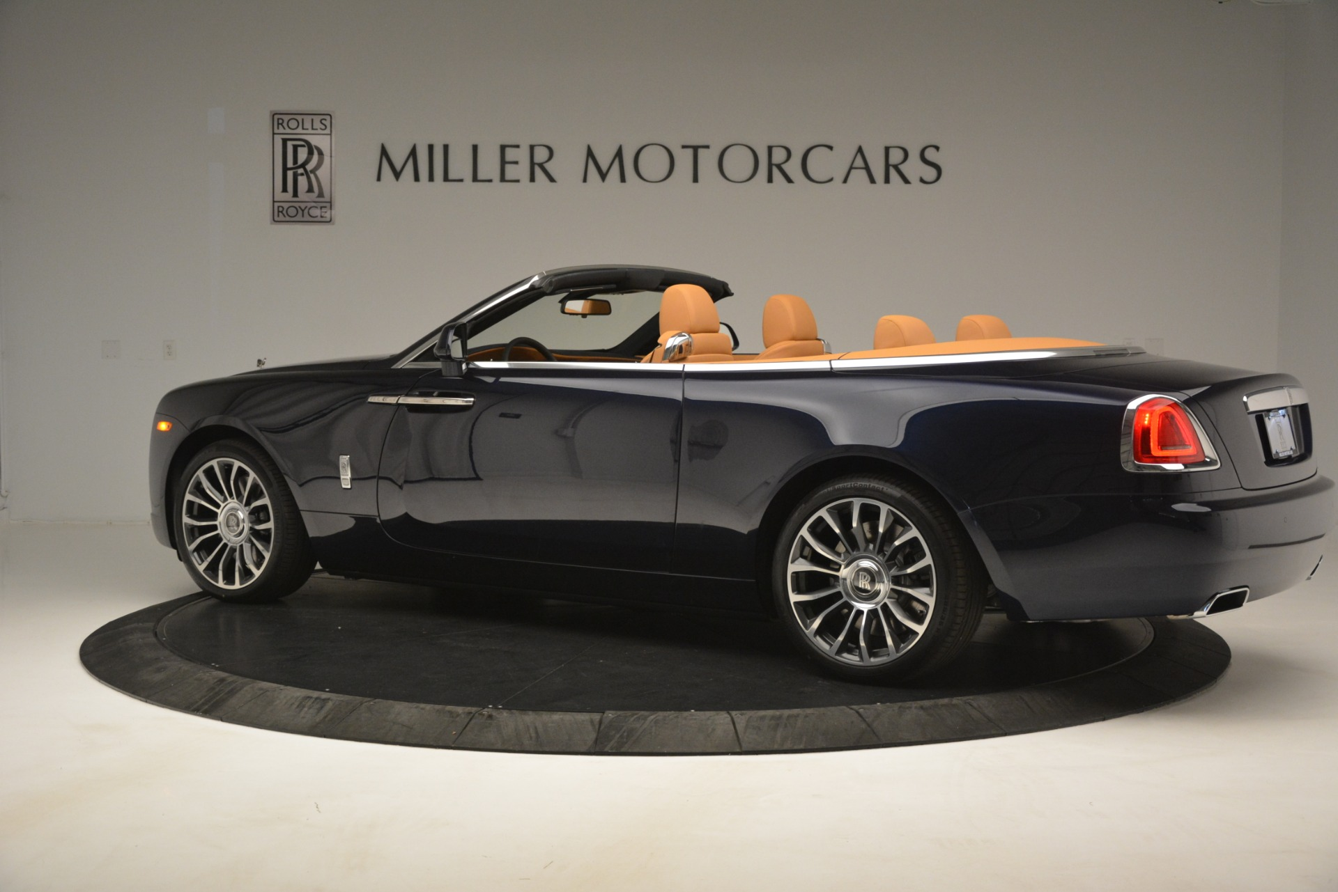 New 2019 Rolls-Royce Dawn  For Sale In Greenwich, CT 2698_p5