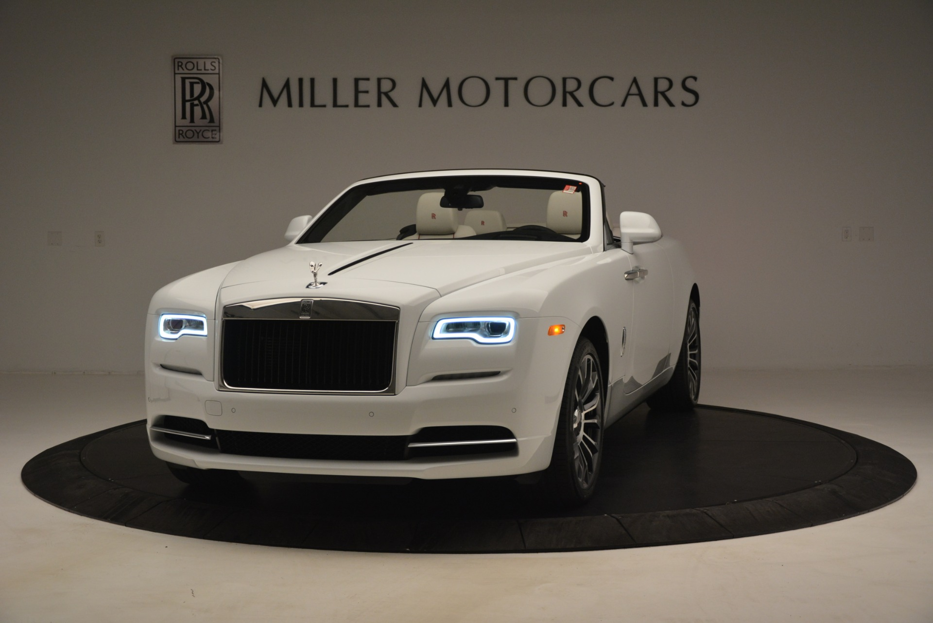 New 2019 Rolls-Royce Dawn  For Sale In Greenwich, CT 2699_p2
