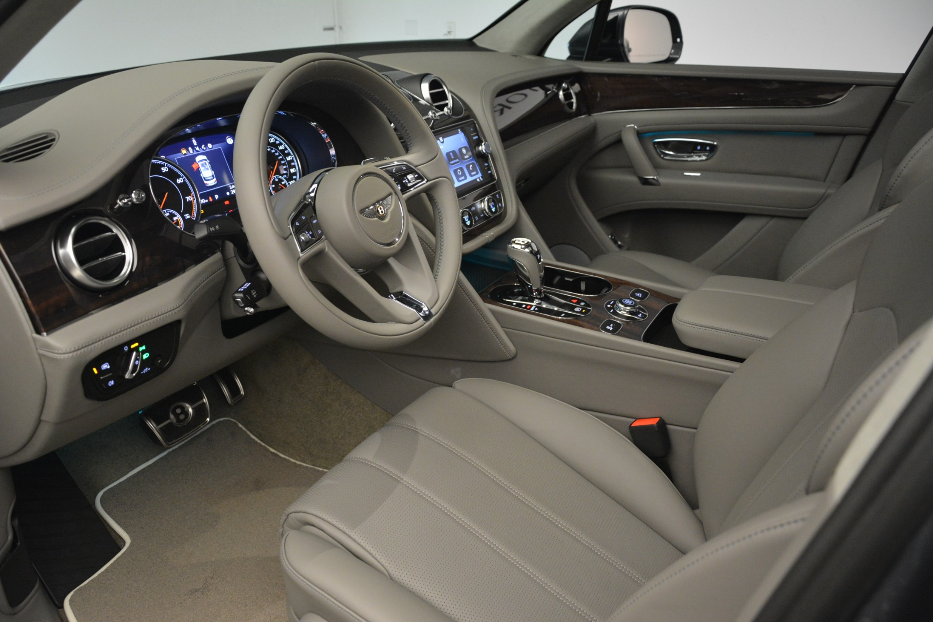New 2019 Bentley Bentayga V8 For Sale In Greenwich, CT 2700_p18