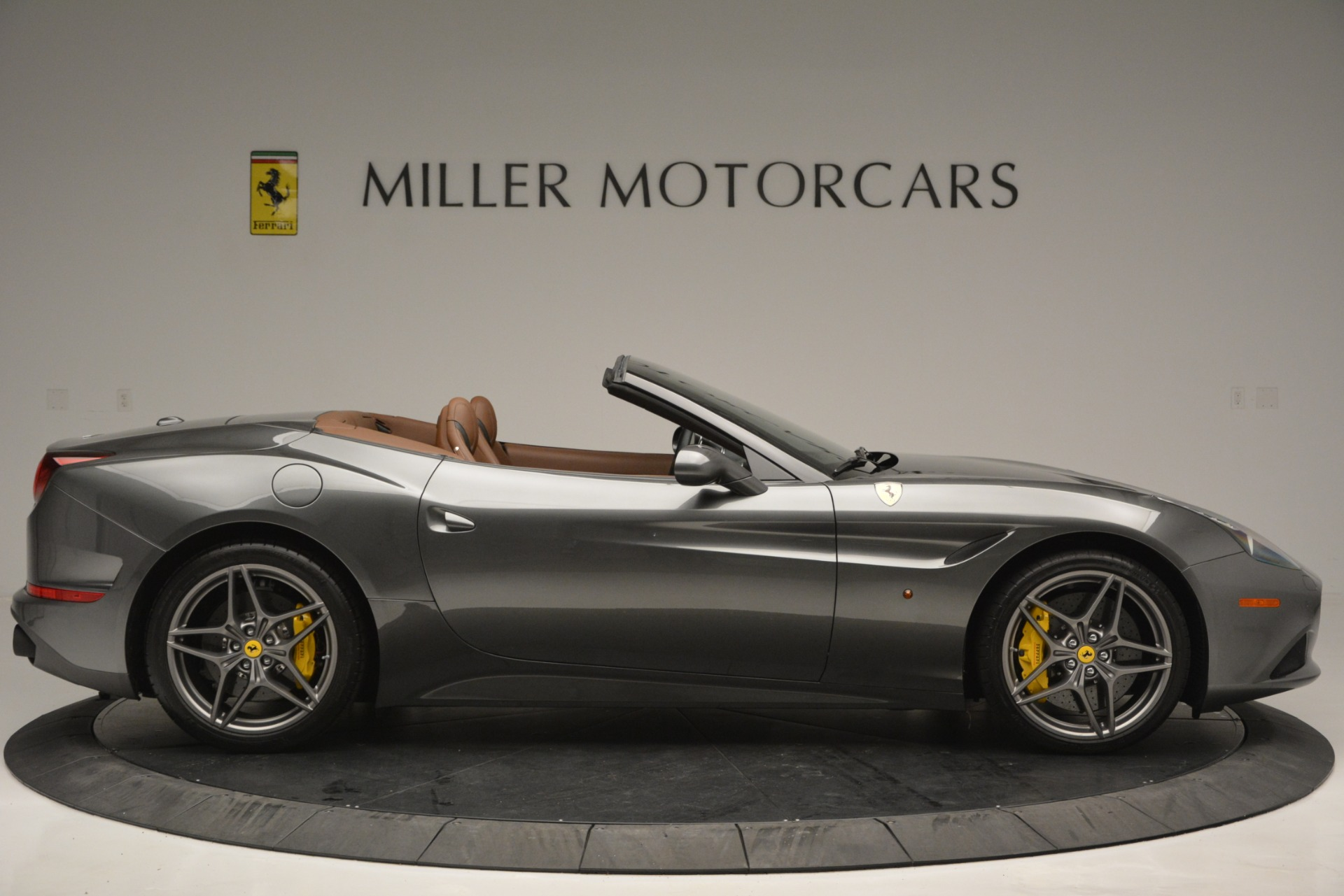 Used 2016 Ferrari California T Handling Speciale For Sale In Greenwich, CT 2721_p9
