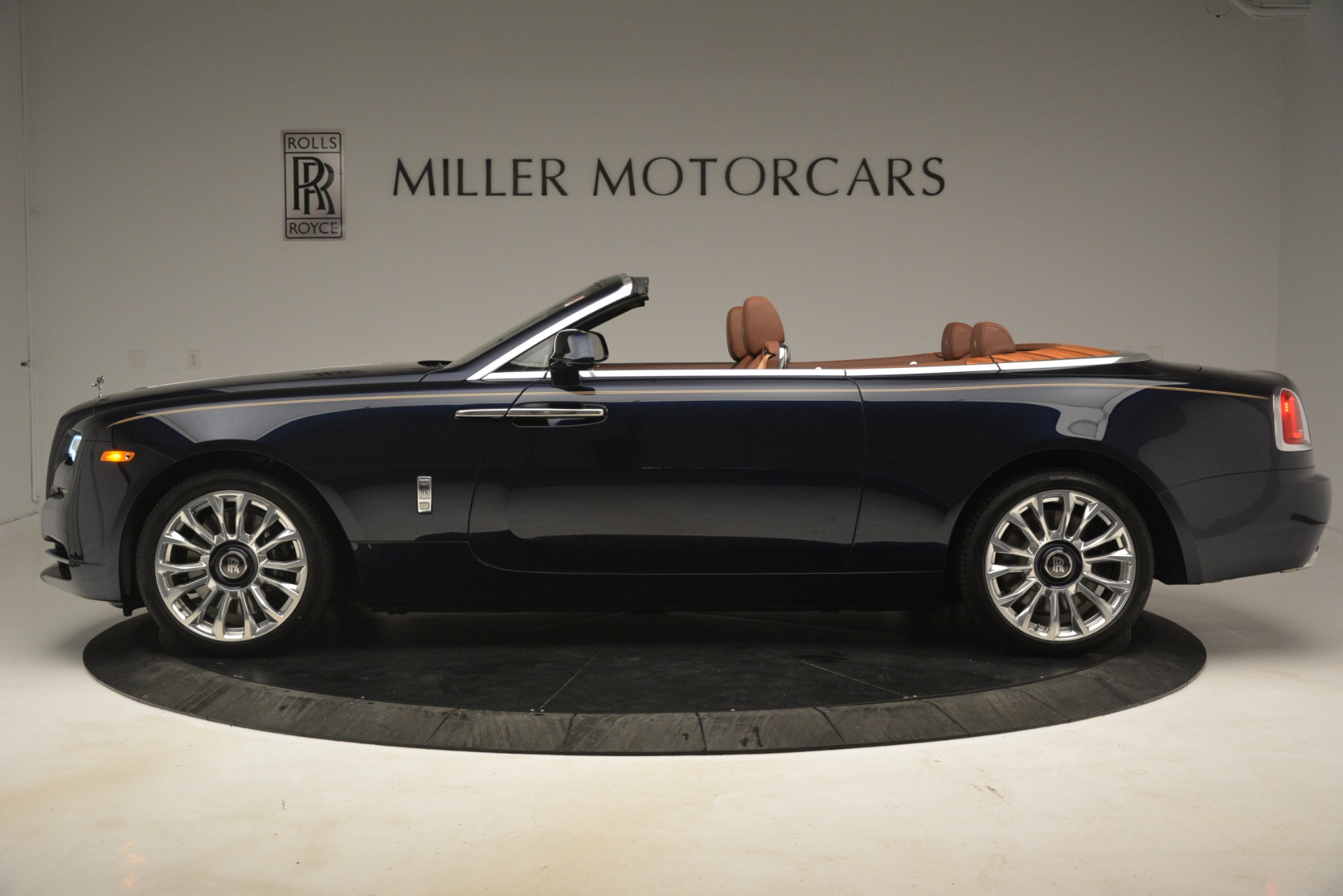 New 2019 Rolls-Royce Dawn  For Sale In Greenwich, CT 2723_p4