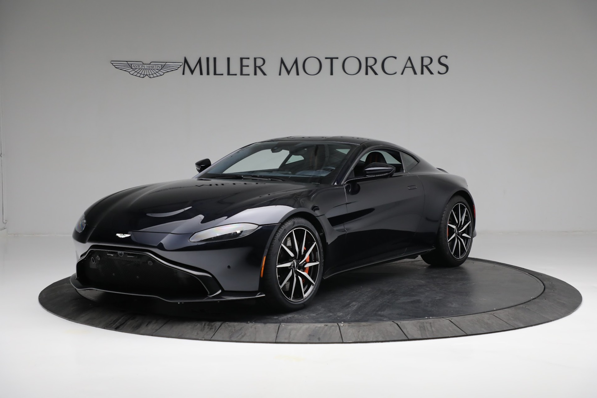 New 2019 Aston Martin Vantage  For Sale In Greenwich, CT 2756_main