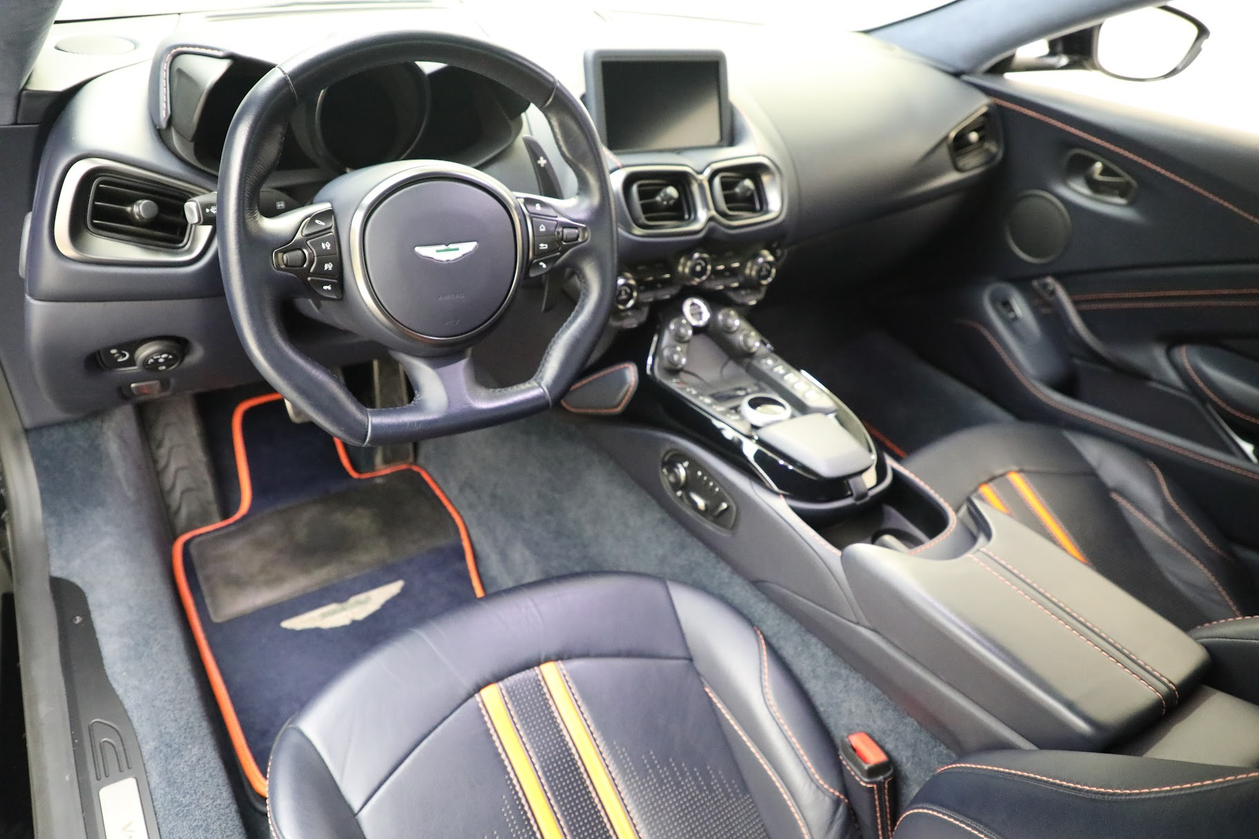 New 2019 Aston Martin Vantage  For Sale In Greenwich, CT 2756_p14