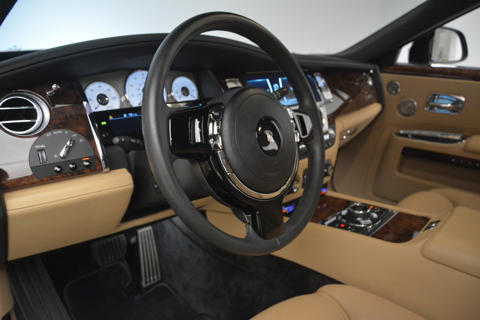 Used 2018 Rolls-Royce Ghost  For Sale In Greenwich, CT 2770_p16