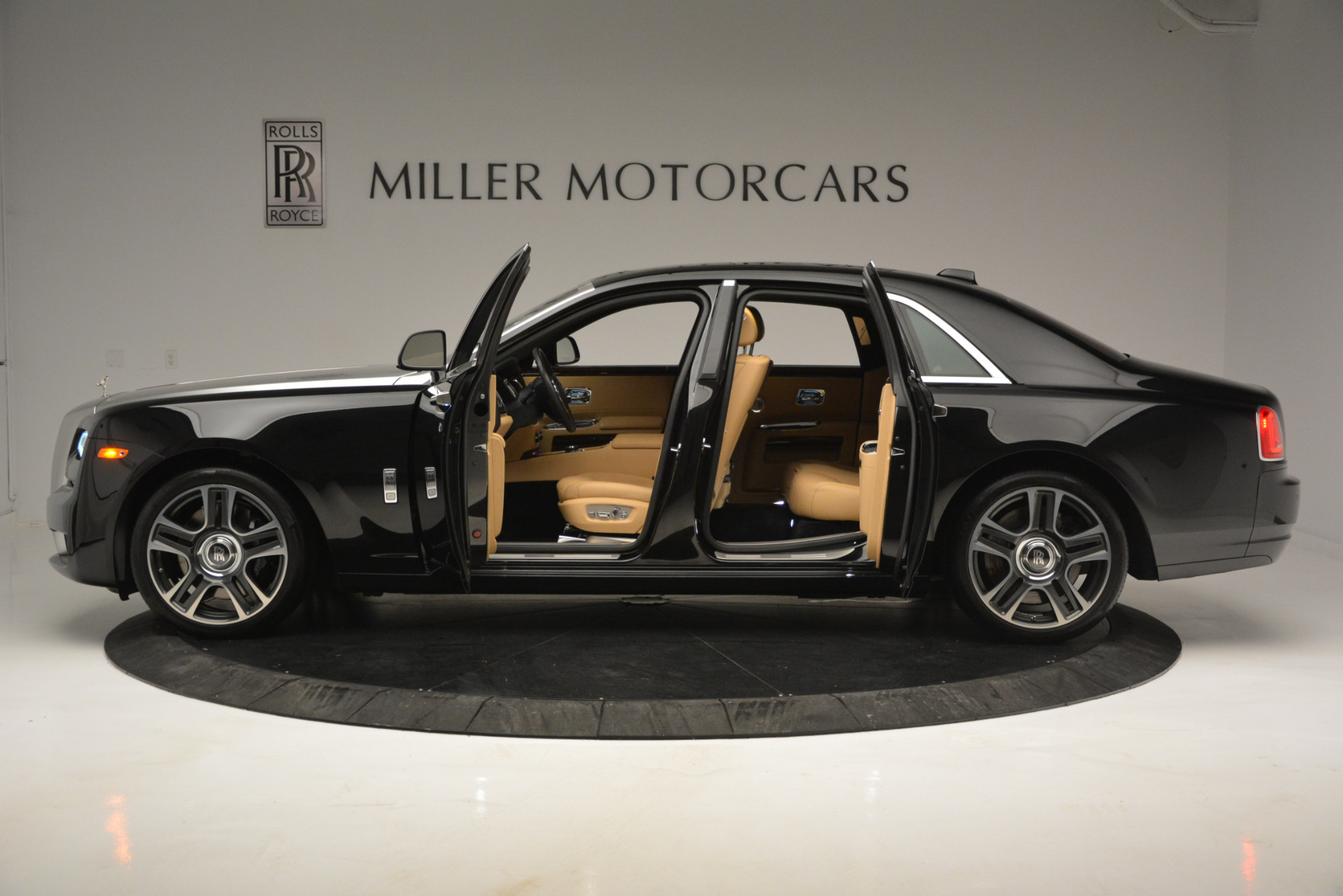 Used 2018 Rolls-Royce Ghost  For Sale In Greenwich, CT 2770_p3