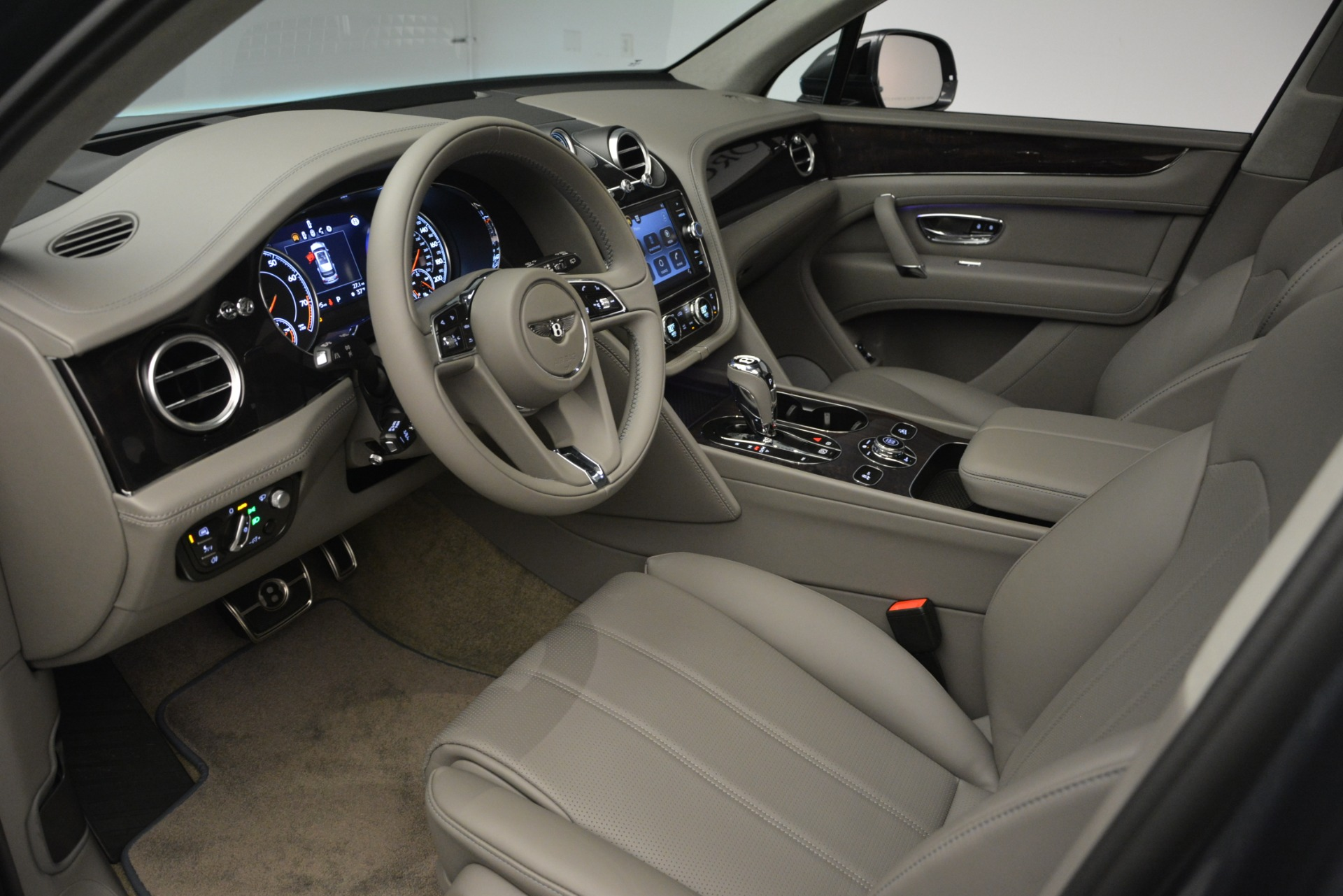 New 2019 Bentley Bentayga V8 For Sale In Greenwich, CT 2828_p17