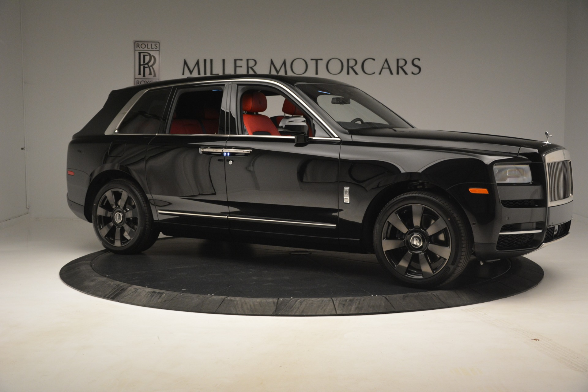 New 2019 Rolls-Royce Cullinan  For Sale In Greenwich, CT 2852_p12