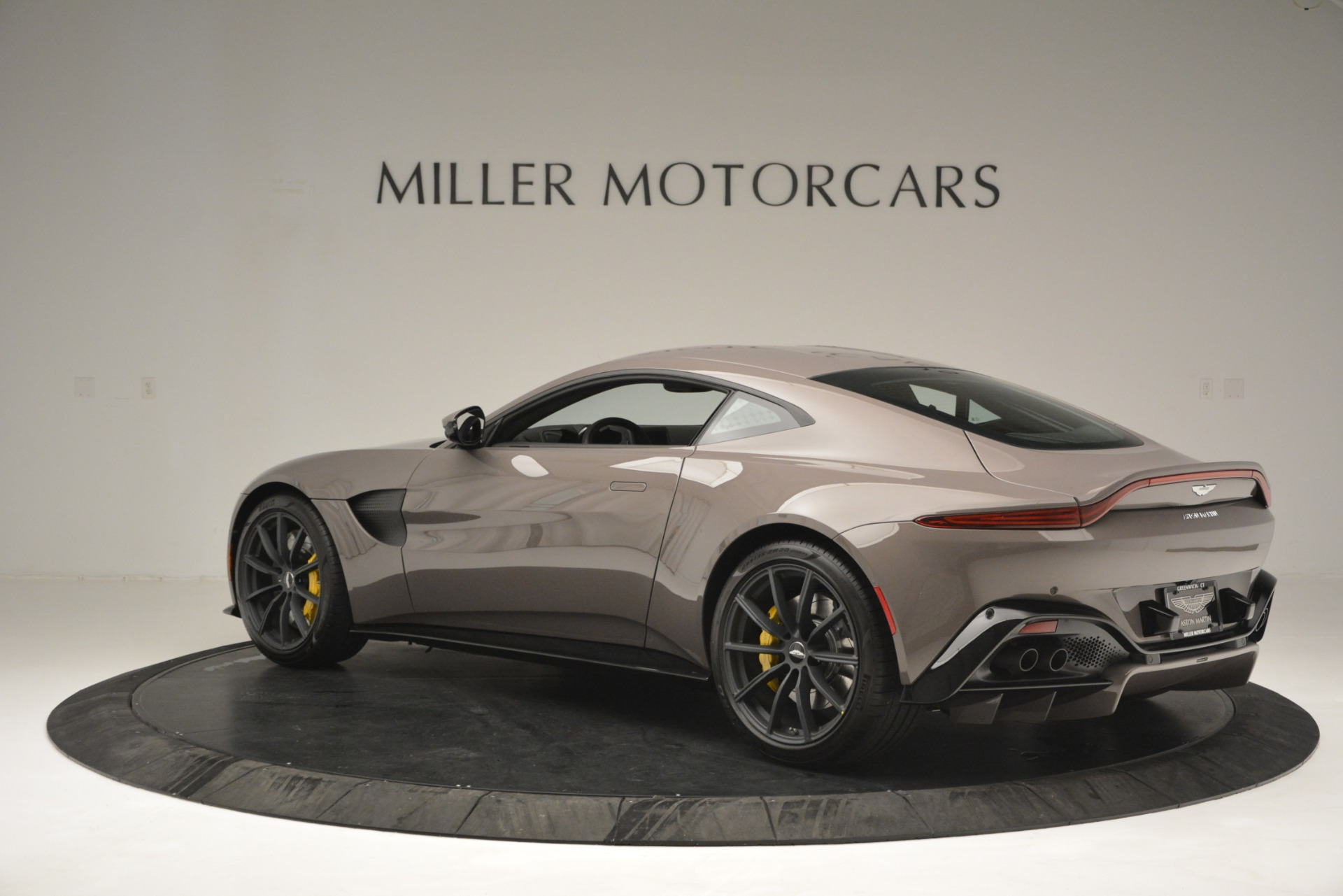 Used 2019 Aston Martin Vantage Coupe For Sale In Greenwich, CT 2901_p6