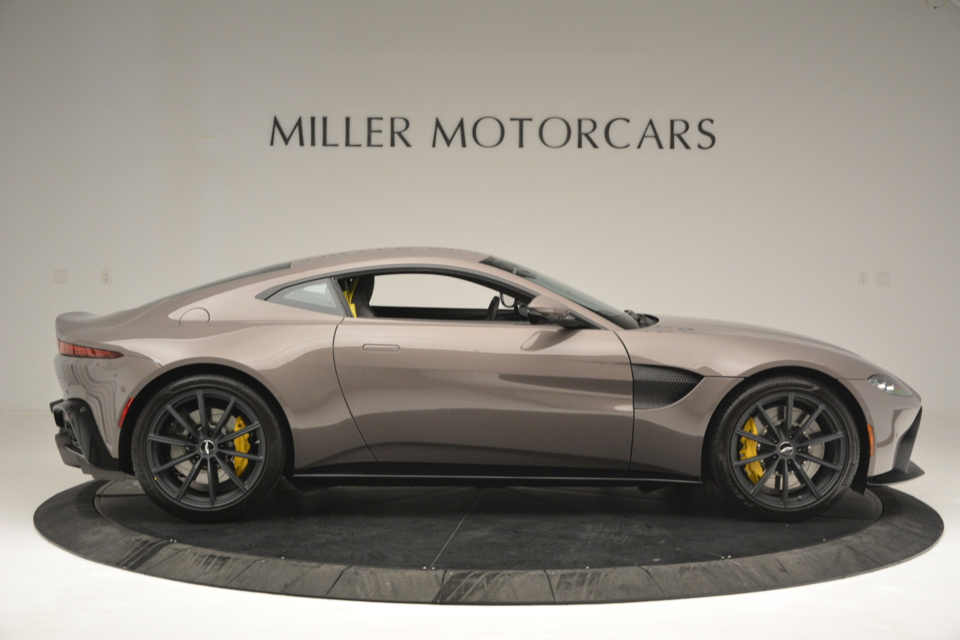 New 2019 Aston Martin Vantage Coupe For Sale In Greenwich, CT 2901_p9