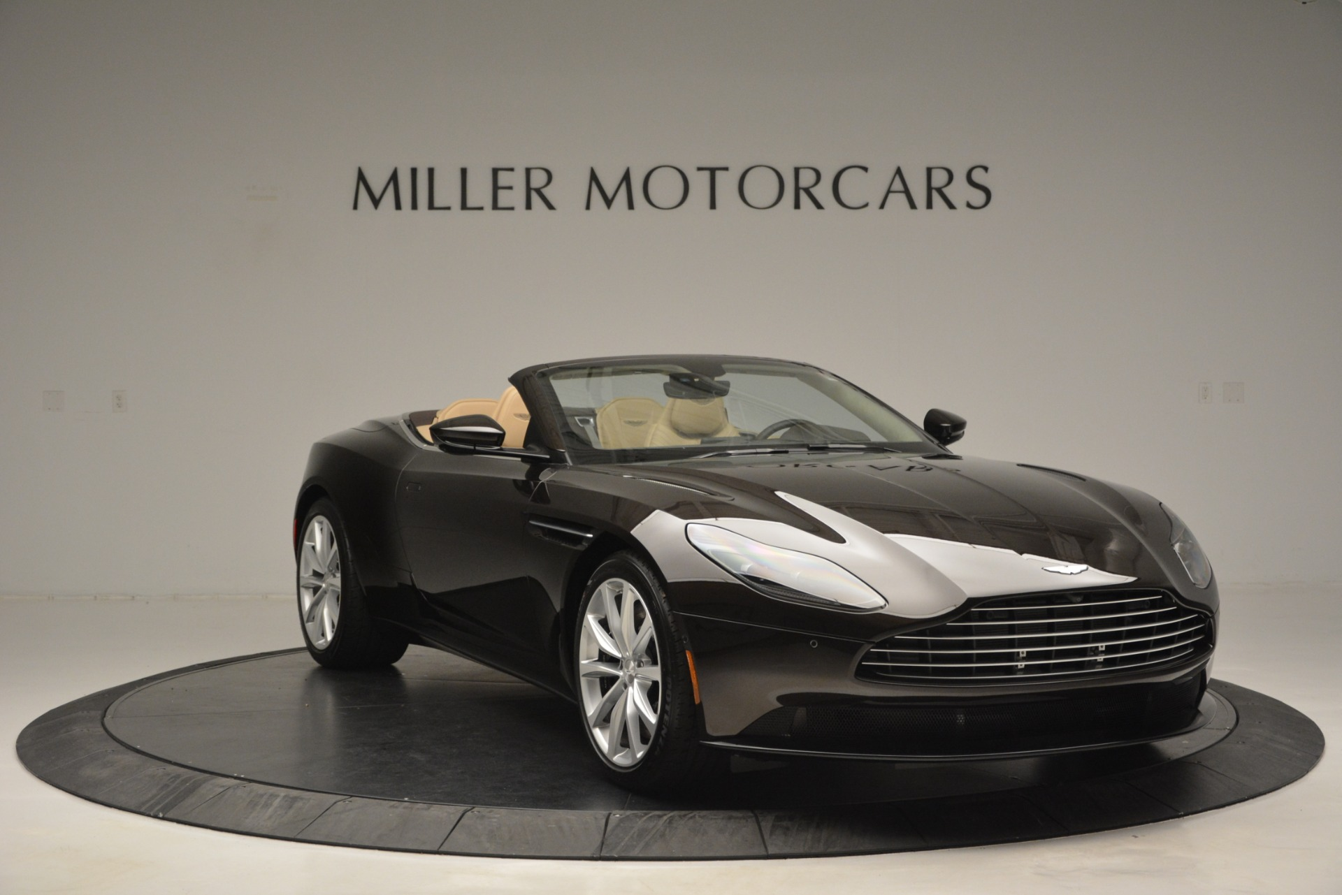 New 2019 Aston Martin DB11 V8 Convertible For Sale In Greenwich, CT 2905_p11