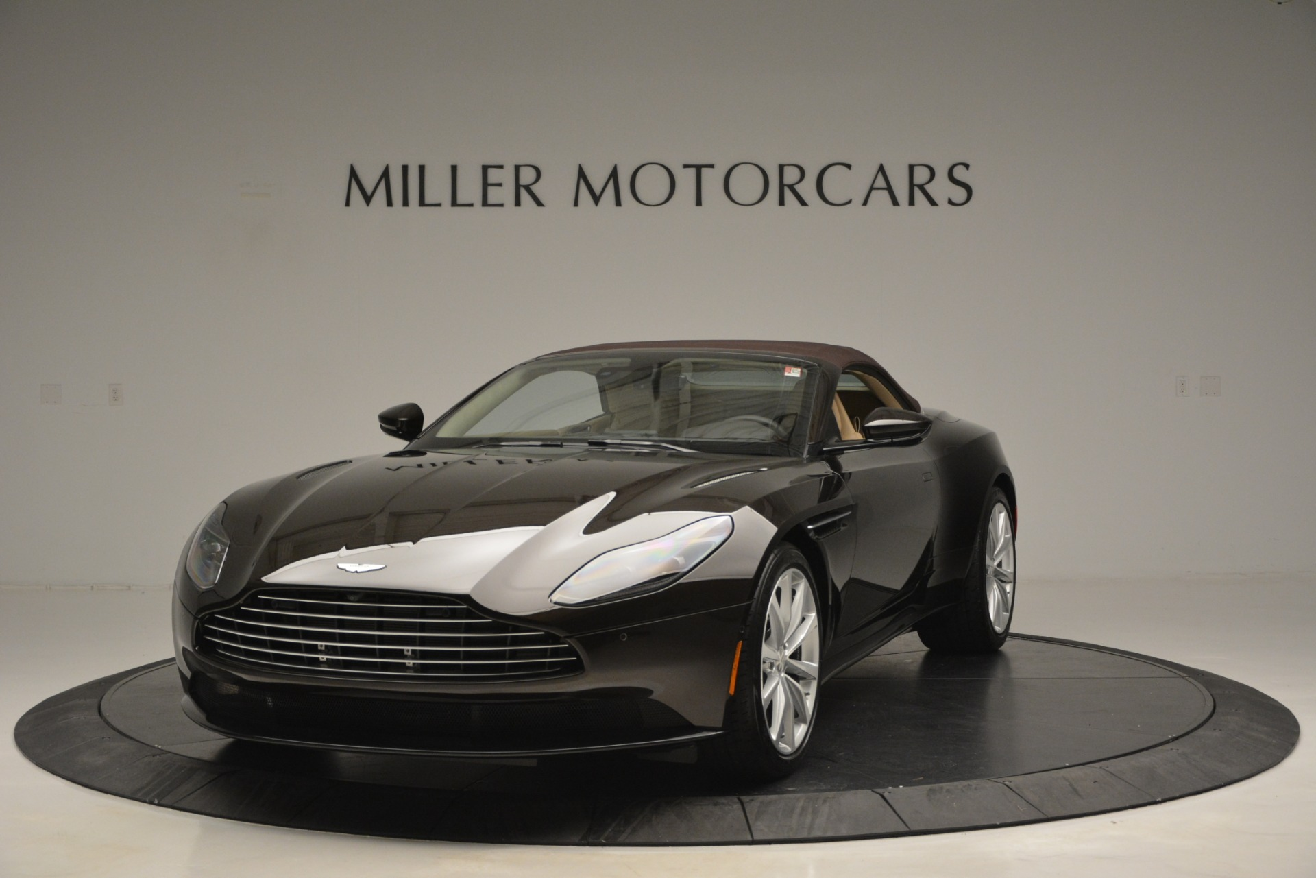 New 2019 Aston Martin DB11 V8 Convertible For Sale In Greenwich, CT 2905_p13