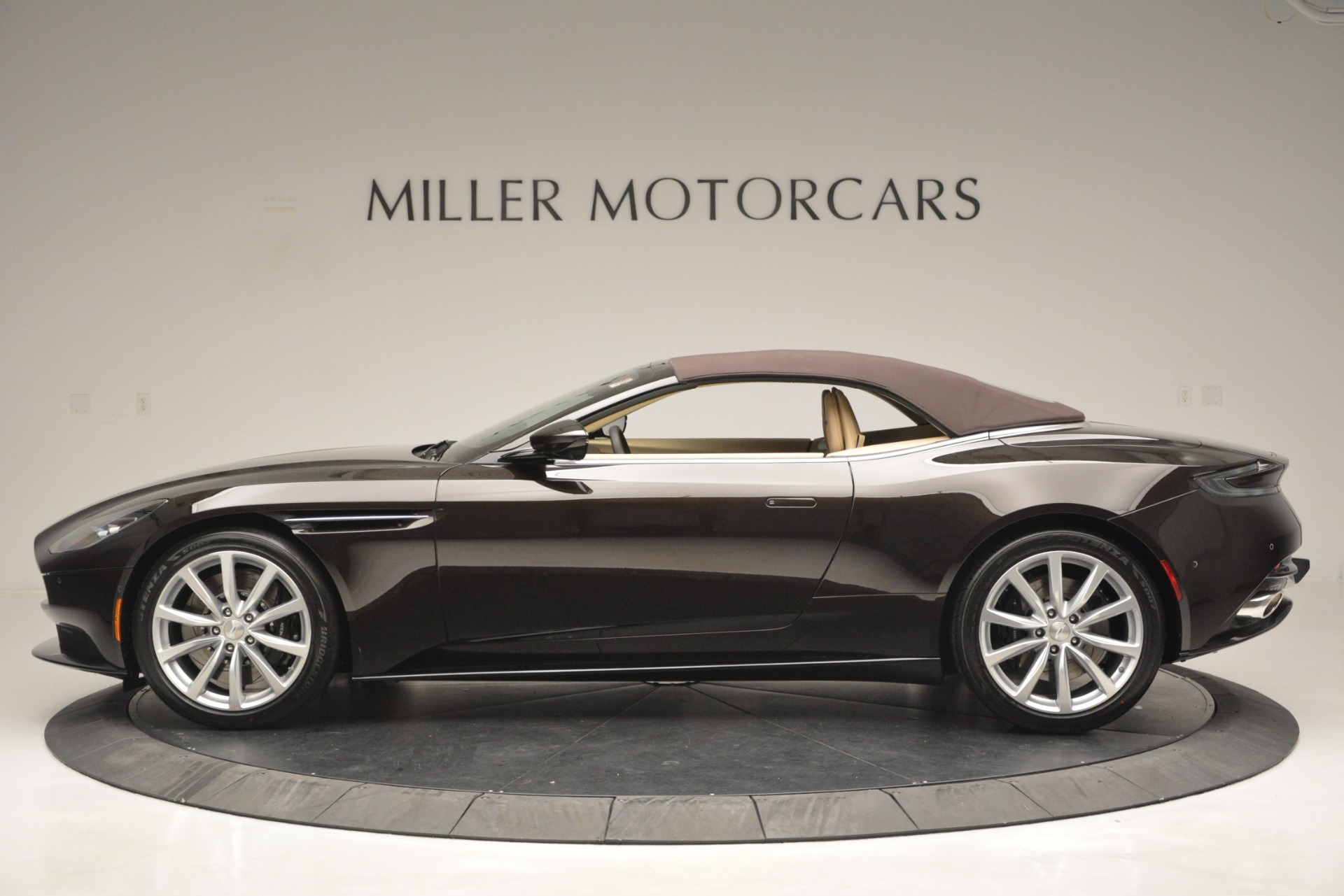 New 2019 Aston Martin DB11 V8 Convertible For Sale In Greenwich, CT 2905_p15
