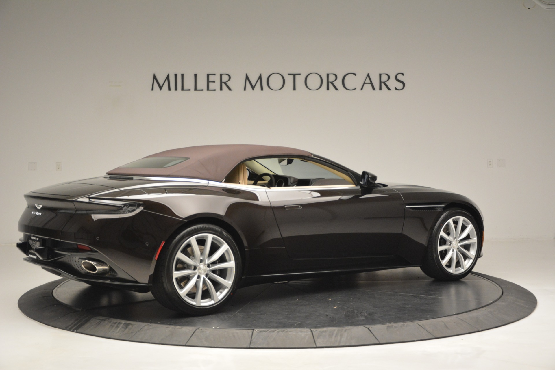 New 2019 Aston Martin DB11 V8 Convertible For Sale In Greenwich, CT 2905_p20
