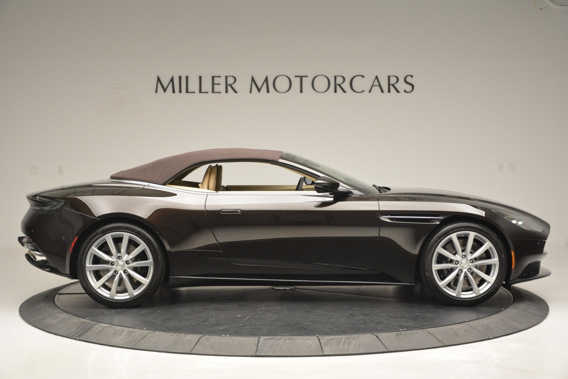 New 2019 Aston Martin DB11 V8 Convertible For Sale In Greenwich, CT 2905_p21
