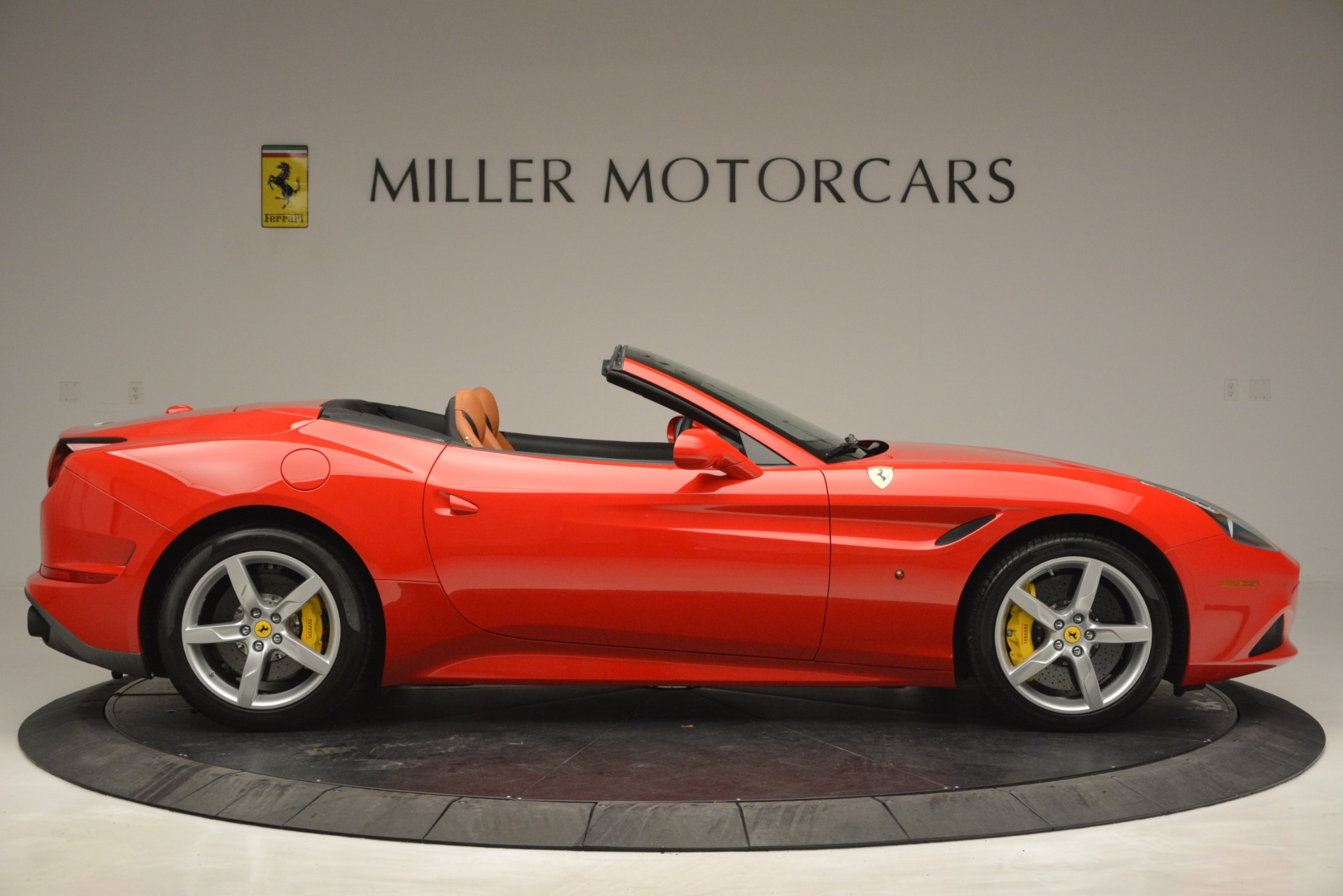 Used 2016 Ferrari California T Handling Speciale For Sale In Greenwich, CT 2921_p9
