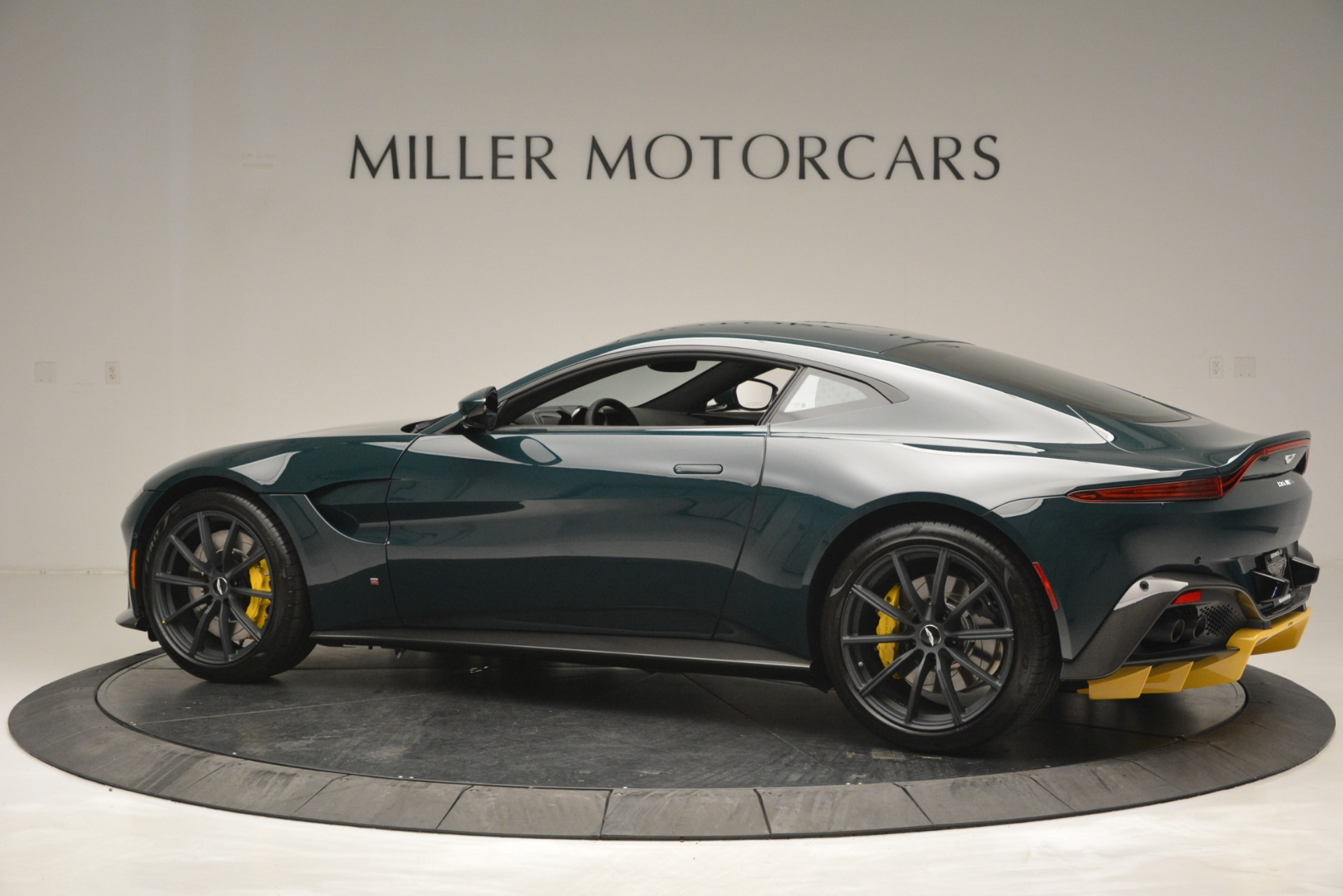 New 2019 Aston Martin Vantage Coupe For Sale In Greenwich, CT 2929_p4