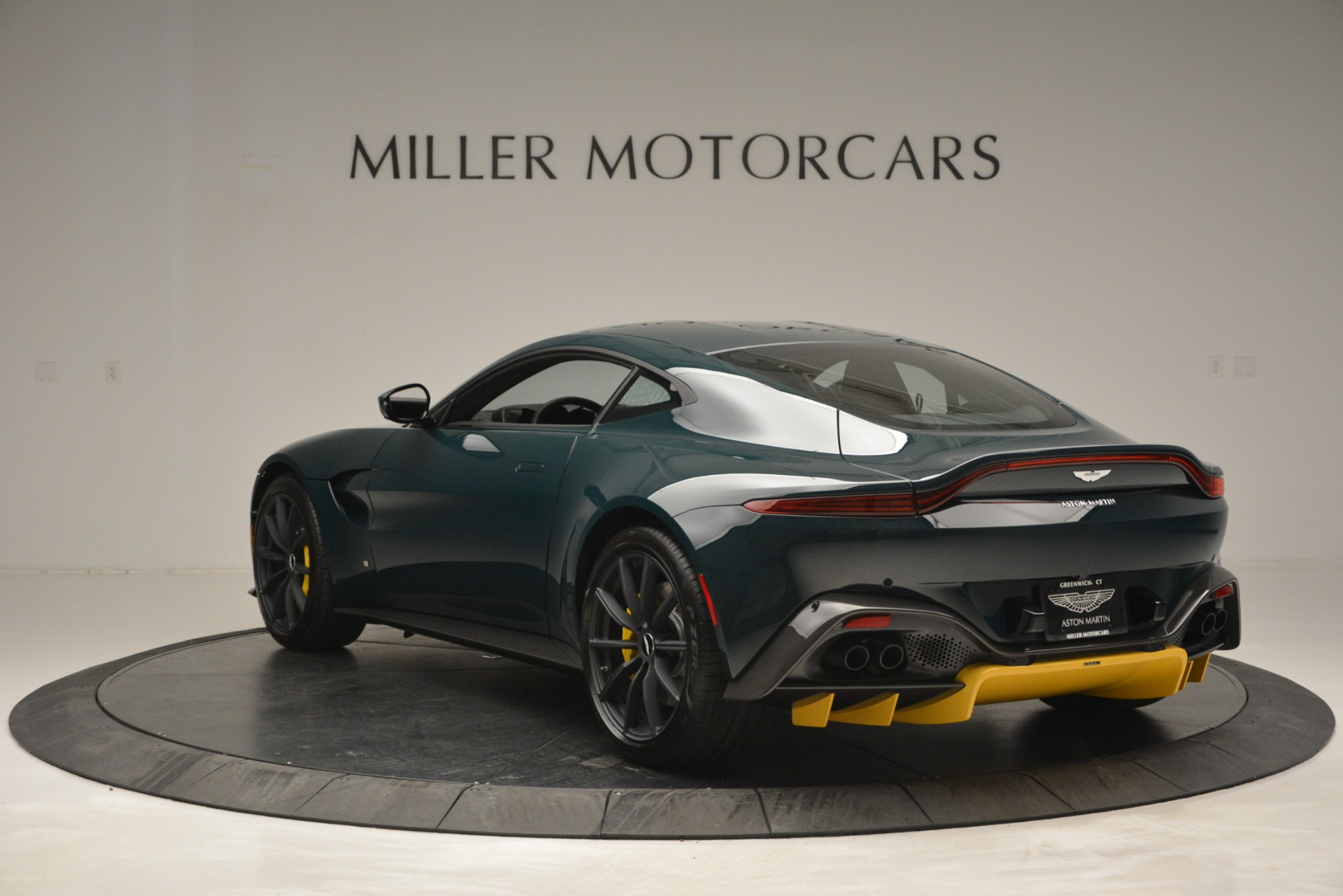 New 2019 Aston Martin Vantage Coupe For Sale In Greenwich, CT 2929_p5