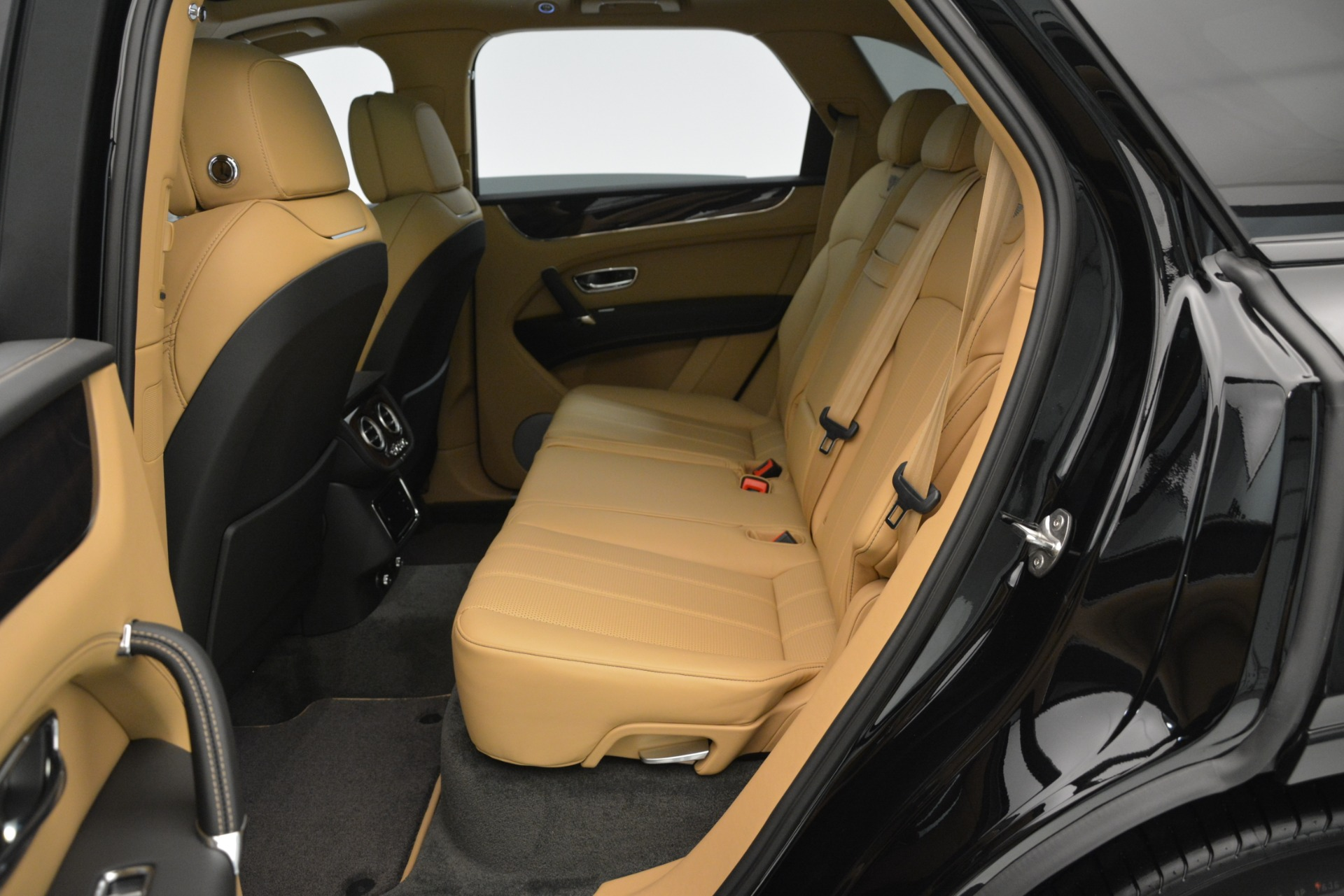 New 2019 Bentley Bentayga V8 For Sale In Greenwich, CT 2939_p19