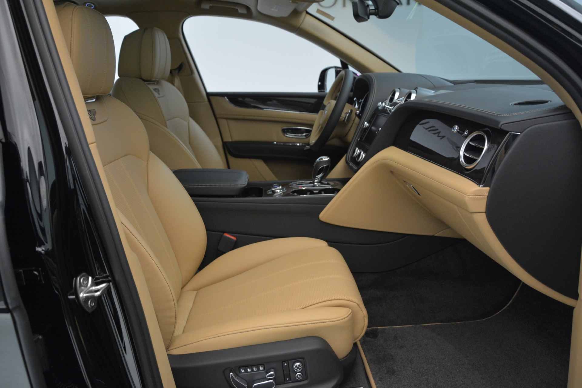 New 2019 Bentley Bentayga V8 For Sale In Greenwich, CT 2939_p22