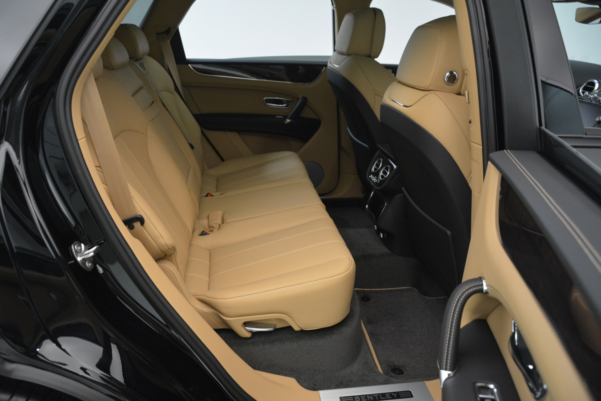 New 2019 Bentley Bentayga V8 For Sale In Greenwich, CT 2939_p25