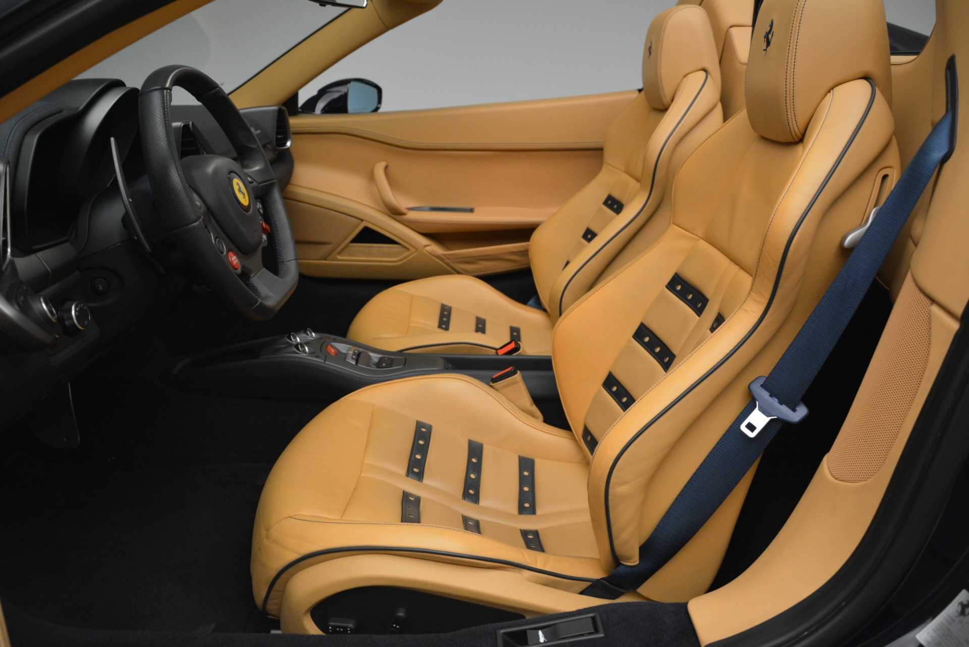 Used 2014 Ferrari 458 Spider  For Sale In Greenwich, CT 2964_p26