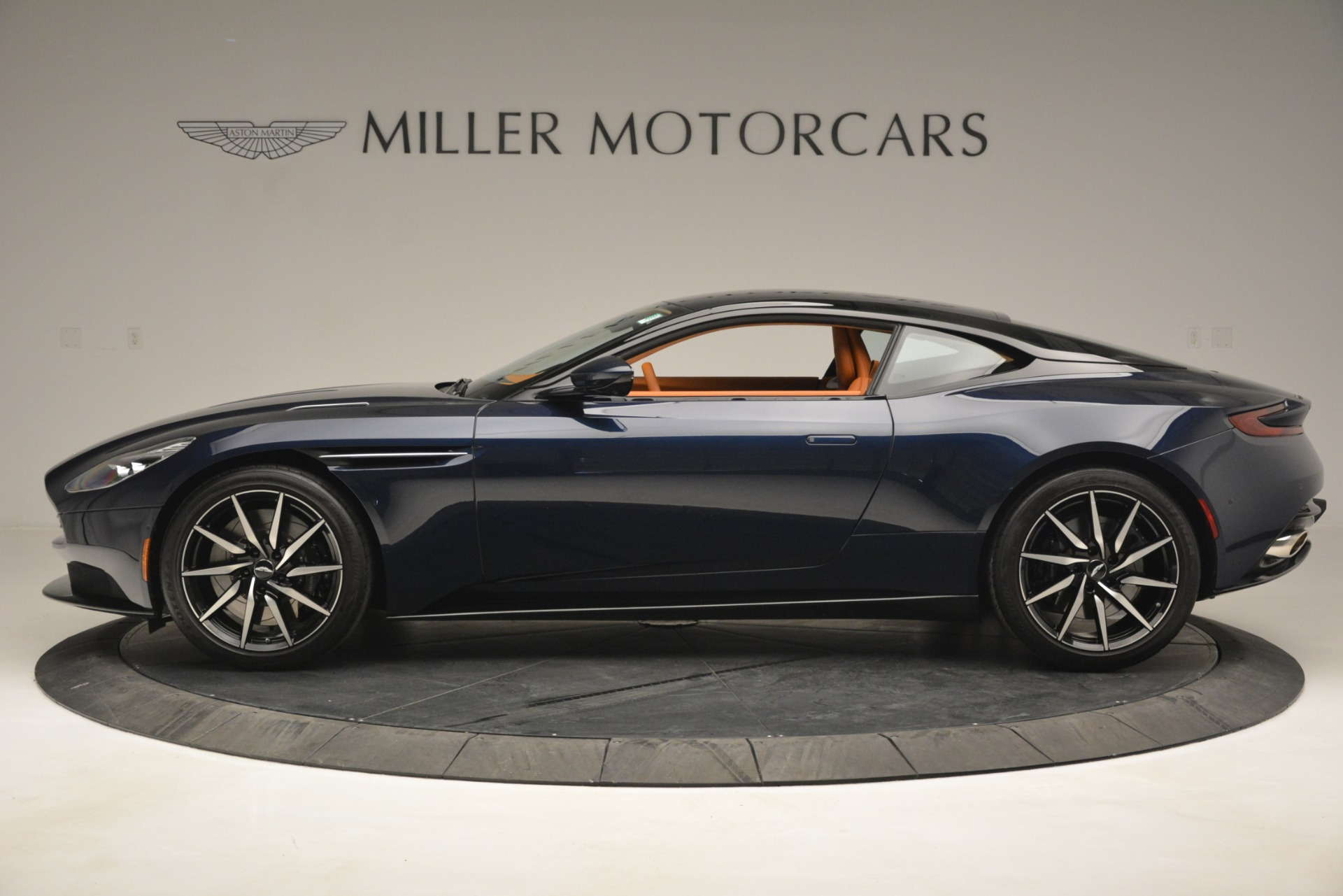 Used 2018 Aston Martin DB11 V12 Coupe For Sale In Greenwich, CT 2969_p3