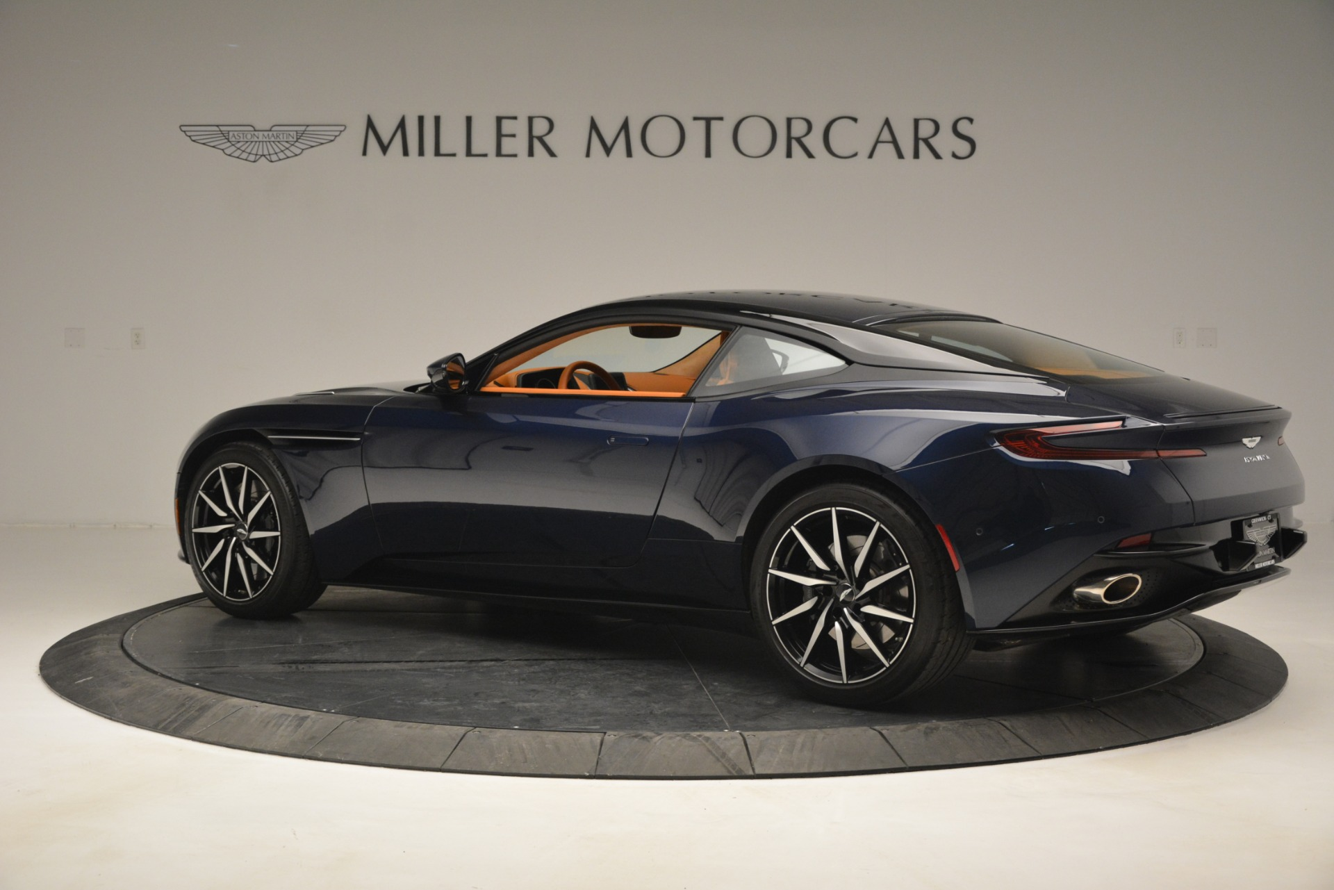Used 2018 Aston Martin DB11 V12 Coupe For Sale In Greenwich, CT 2969_p4