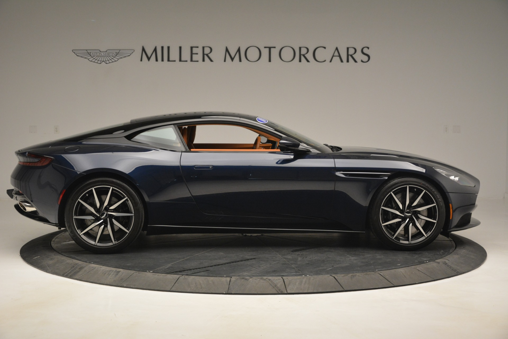 Used 2018 Aston Martin DB11 V12 Coupe For Sale In Greenwich, CT 2969_p9
