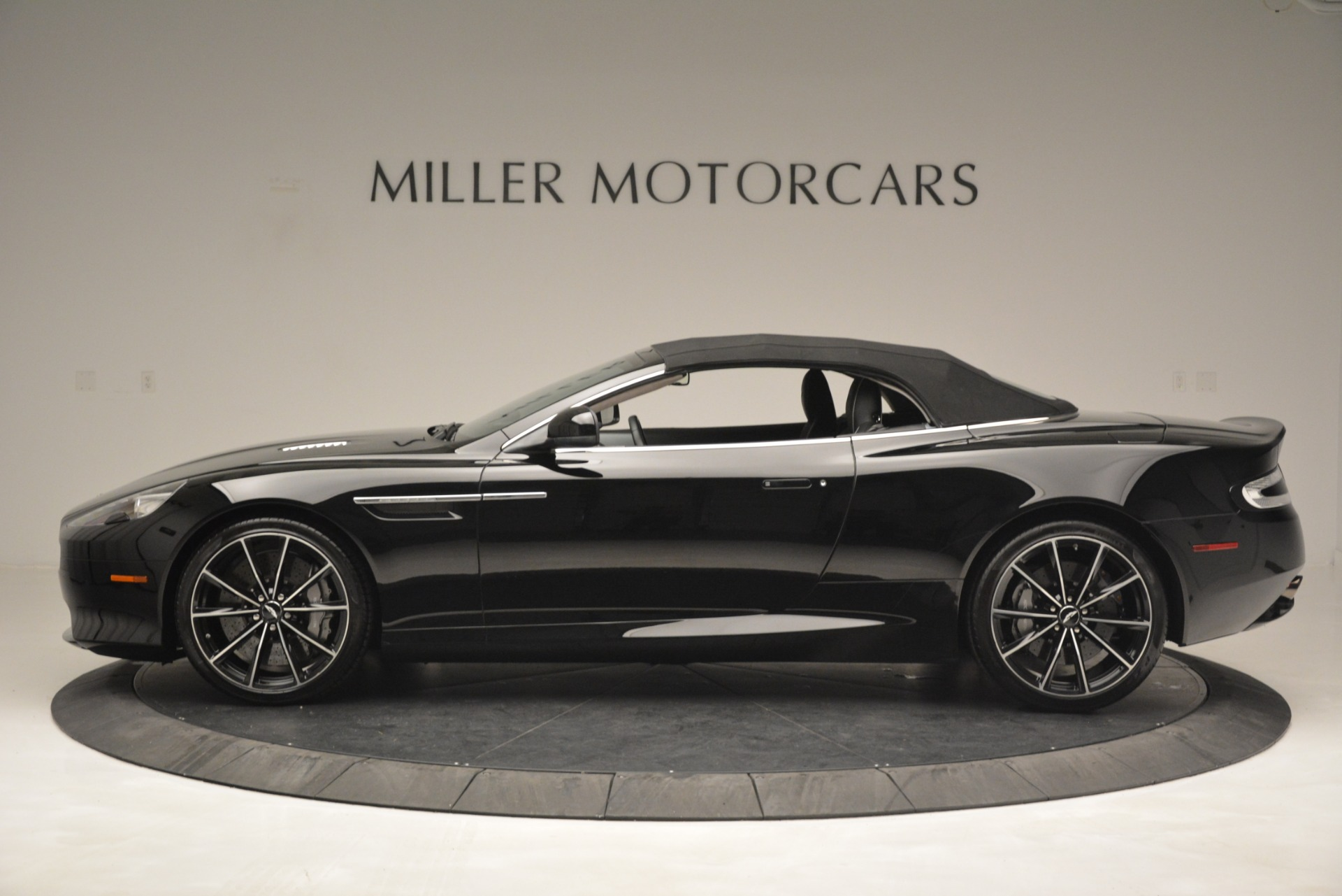 Used 2016 Aston Martin DB9 Convertible For Sale In Greenwich, CT 2971_p25