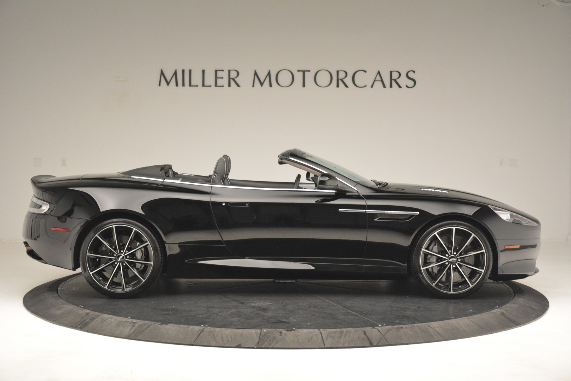 Used 2016 Aston Martin DB9 Convertible For Sale In Greenwich, CT 2971_p9
