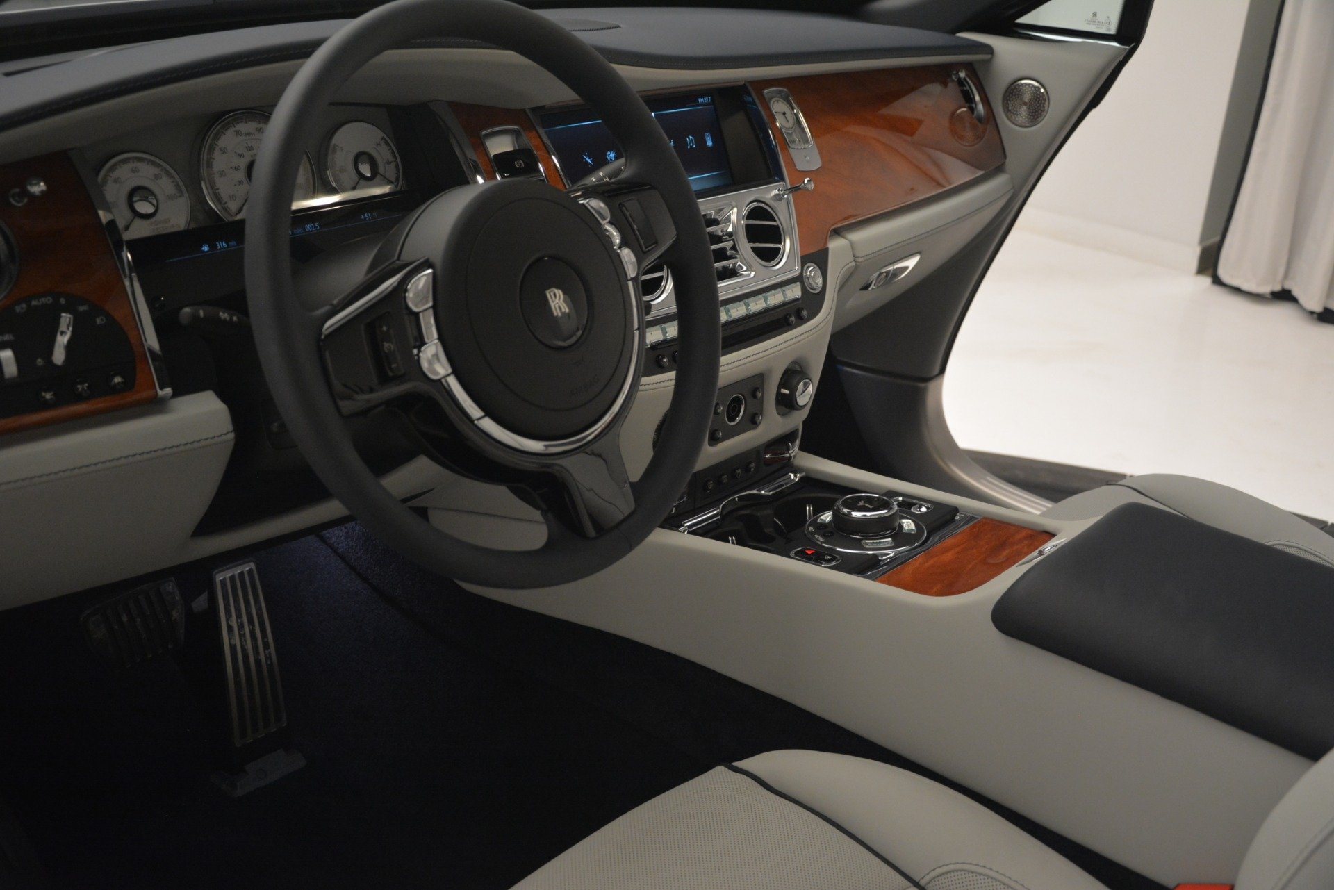 New 2019 Rolls-Royce Dawn  For Sale In Greenwich, CT 2974_p35