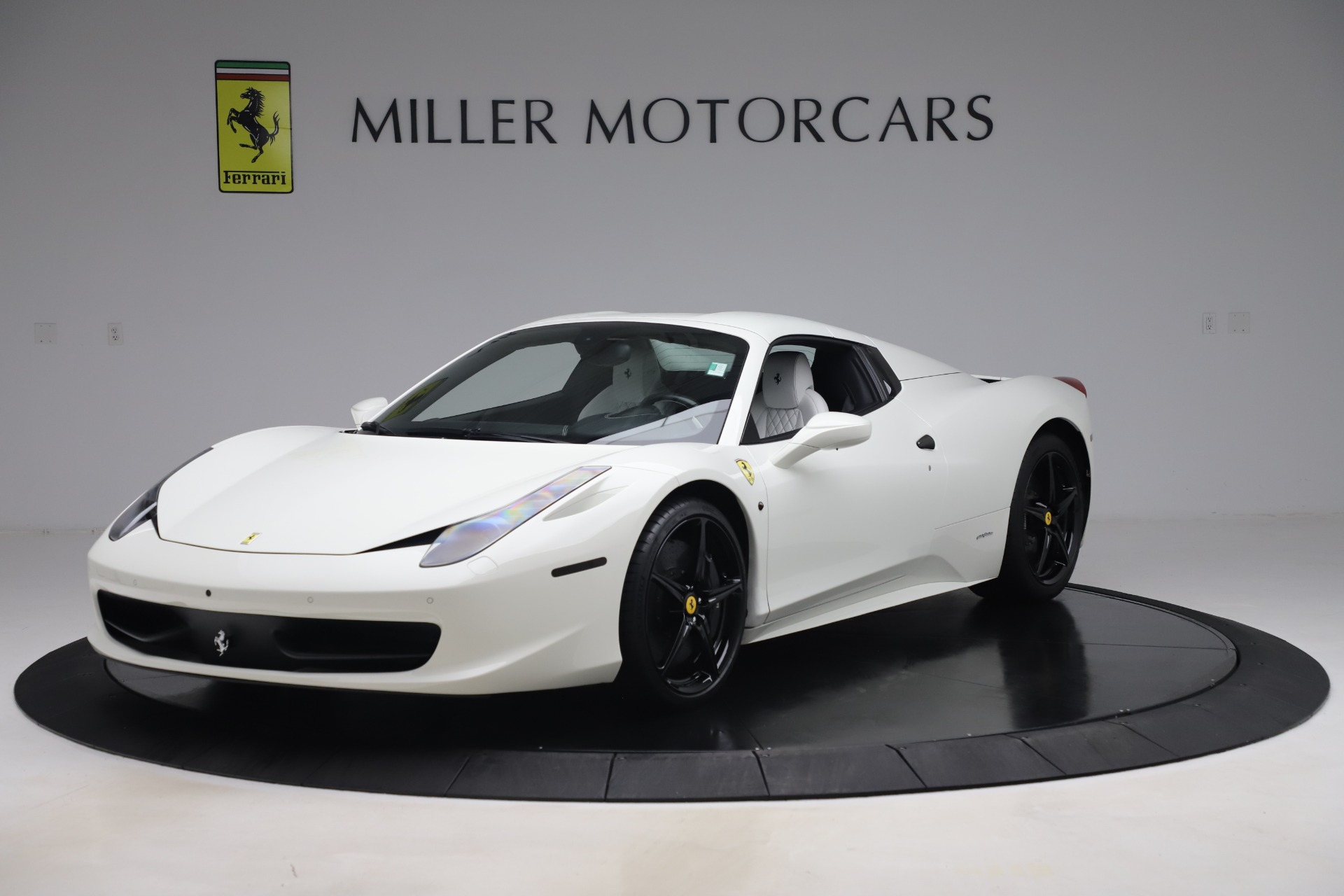Used 2015 Ferrari 458 Spider  For Sale In Greenwich, CT 2979_p13