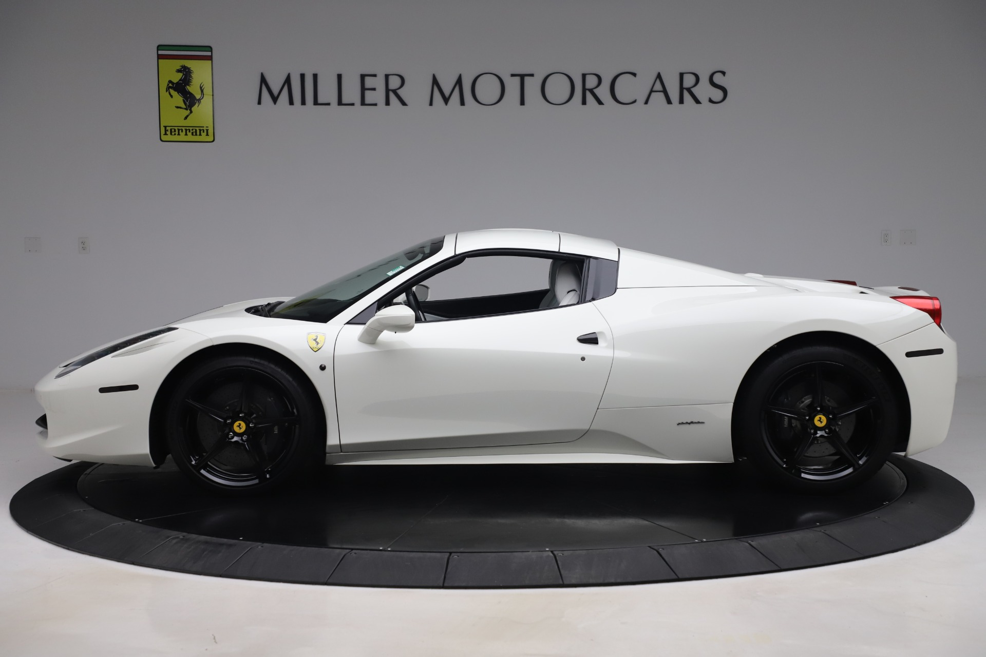 Used 2015 Ferrari 458 Spider  For Sale In Greenwich, CT 2979_p14