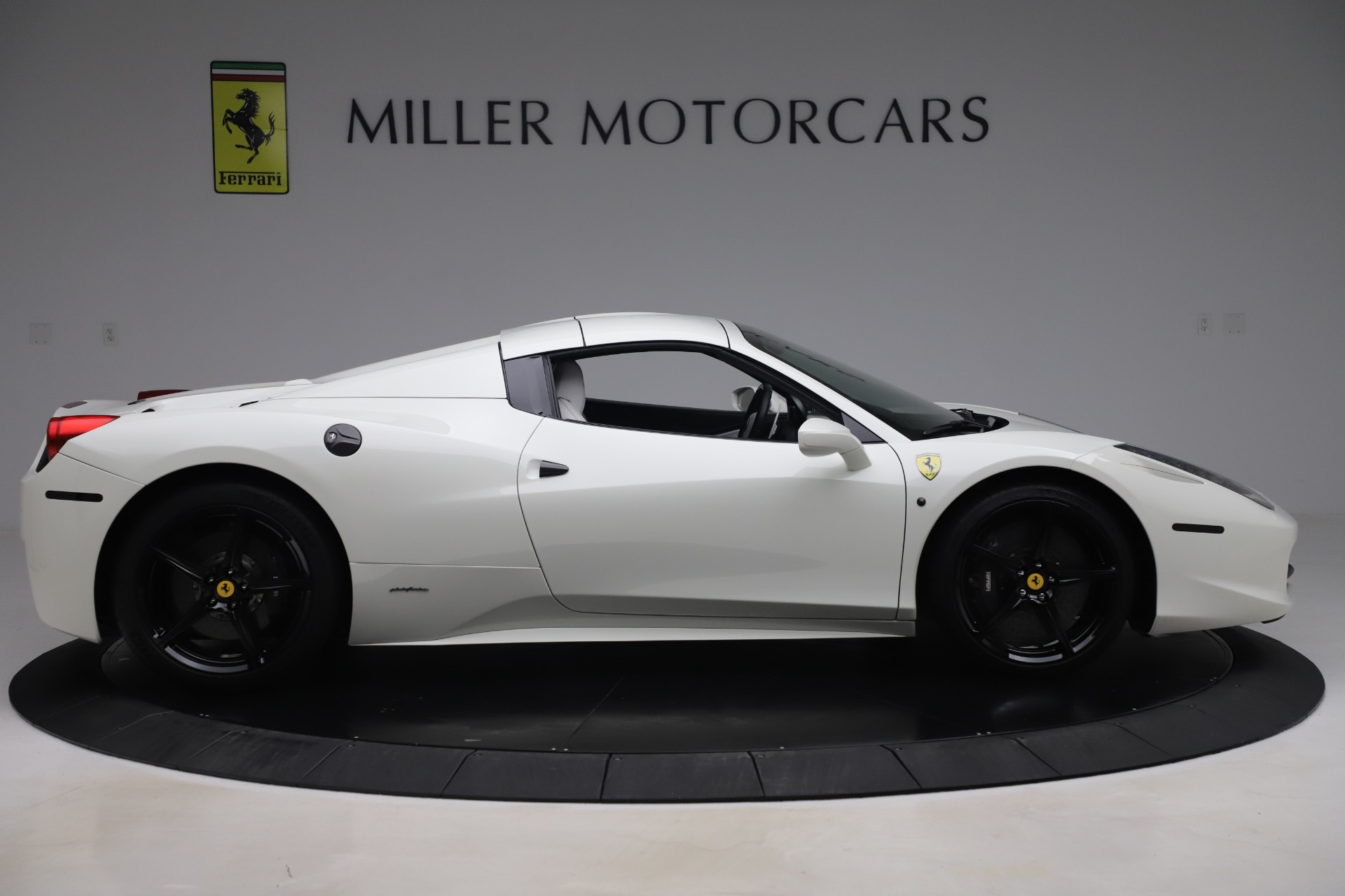 Used 2015 Ferrari 458 Spider  For Sale In Greenwich, CT 2979_p15