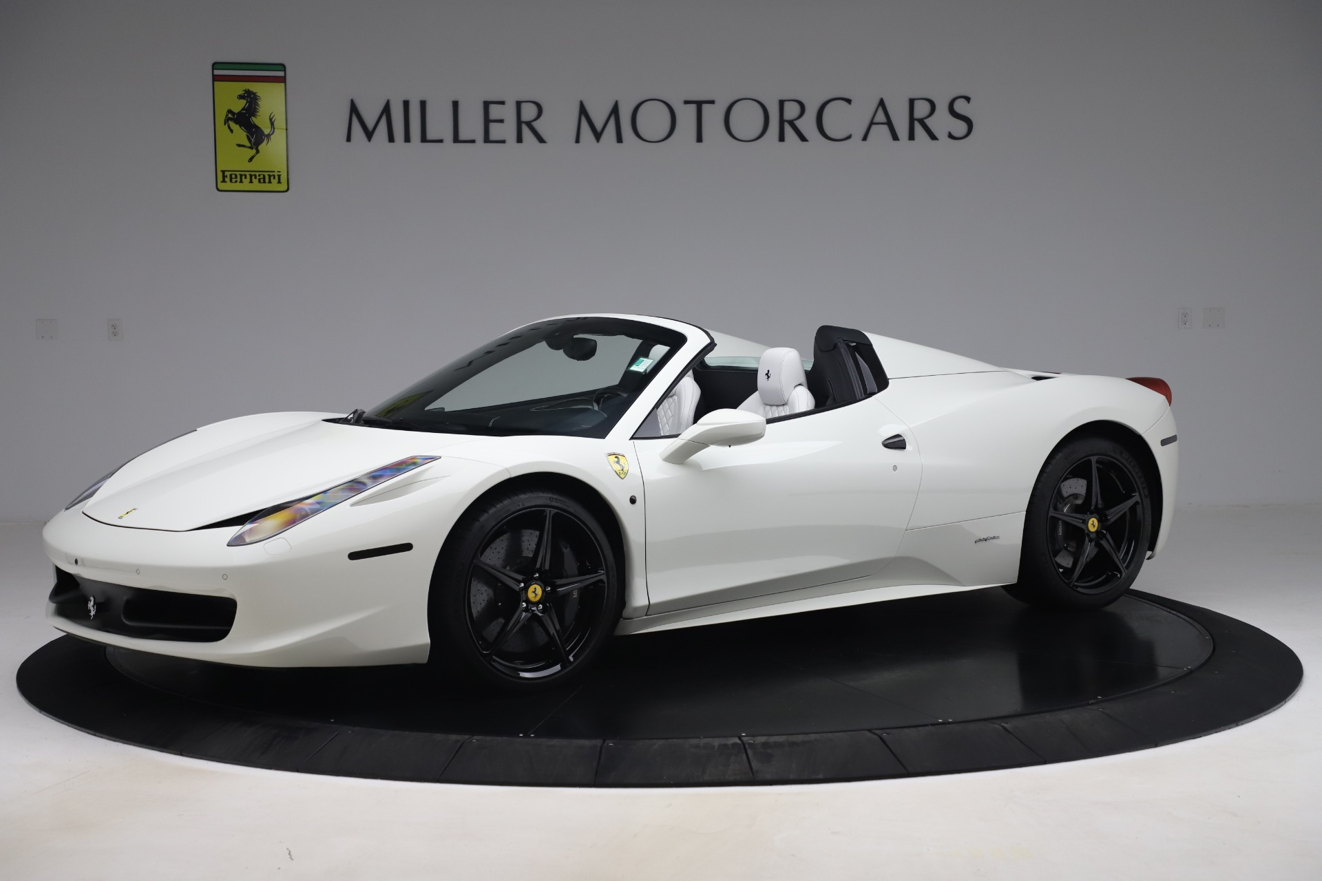 Used 2015 Ferrari 458 Spider  For Sale In Greenwich, CT 2979_p2
